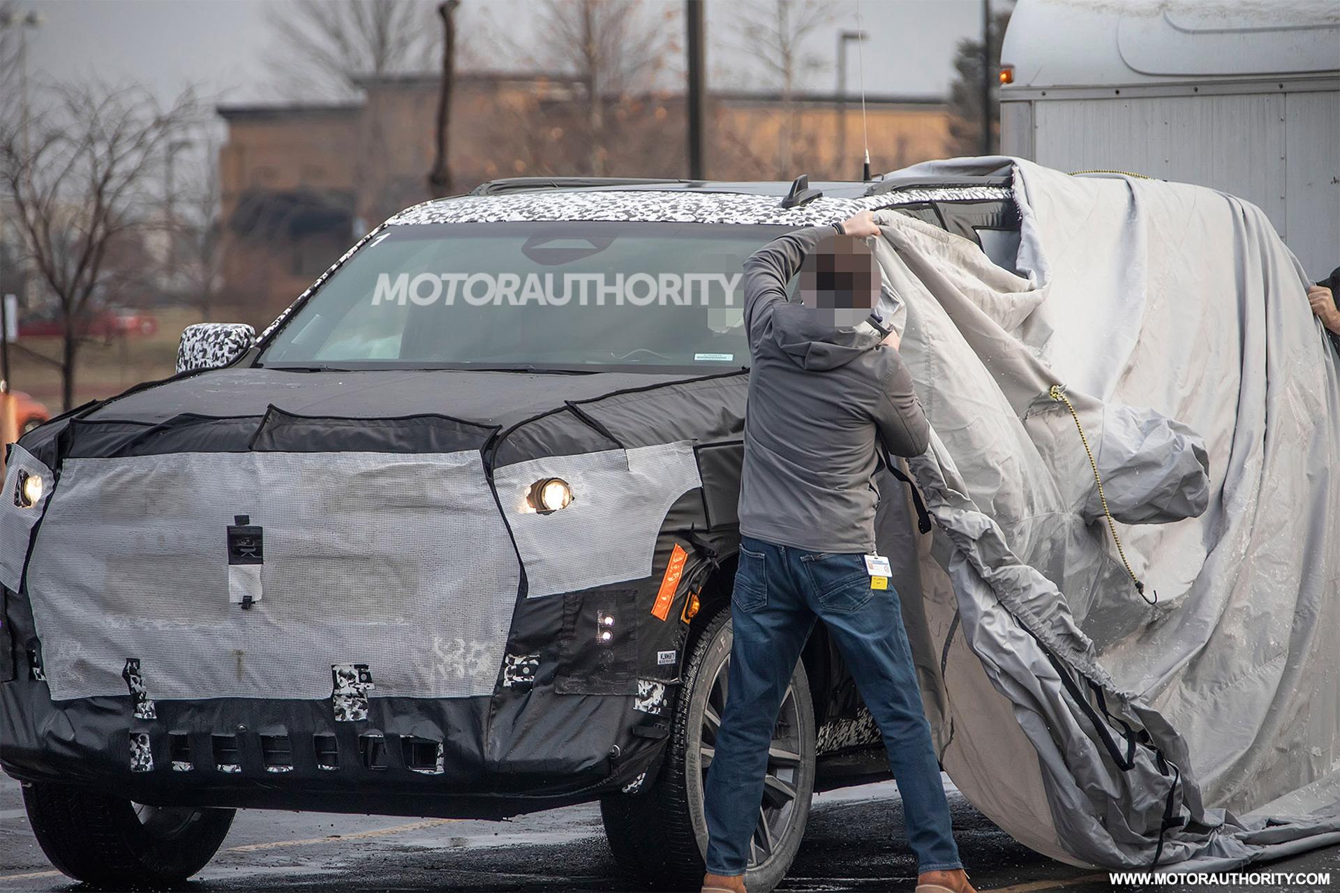 202 - [Cadillac] Escalade V 2020-cadillac-escalade-esv-spy-shots--image-via-s-baldauf-sb-medien_100684225_h