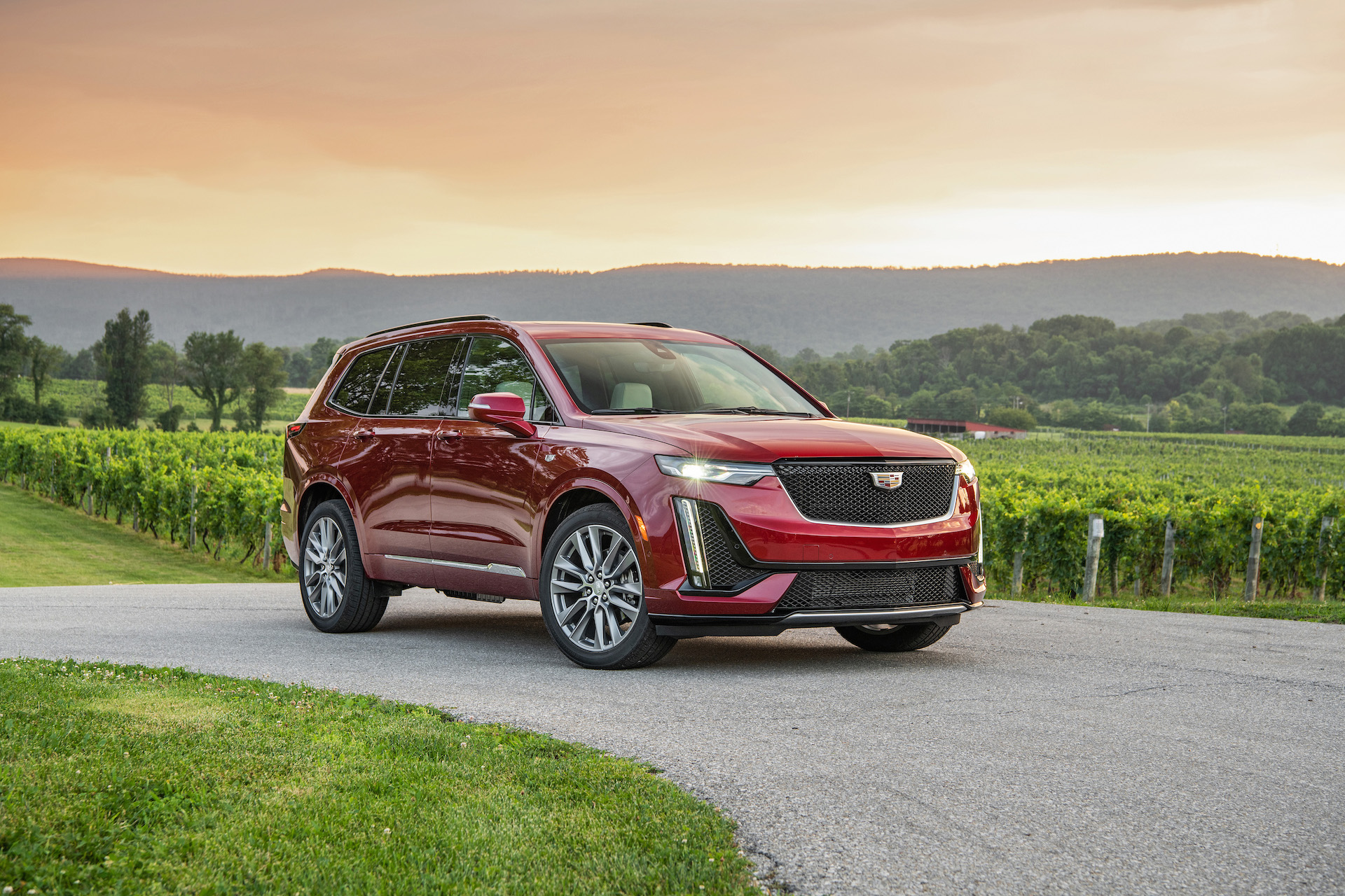 2020 Cadillac Xt5 Review Interior Price Specs >> 2020 Cadillac Xt6 Review Ratings Specs Prices And Photos