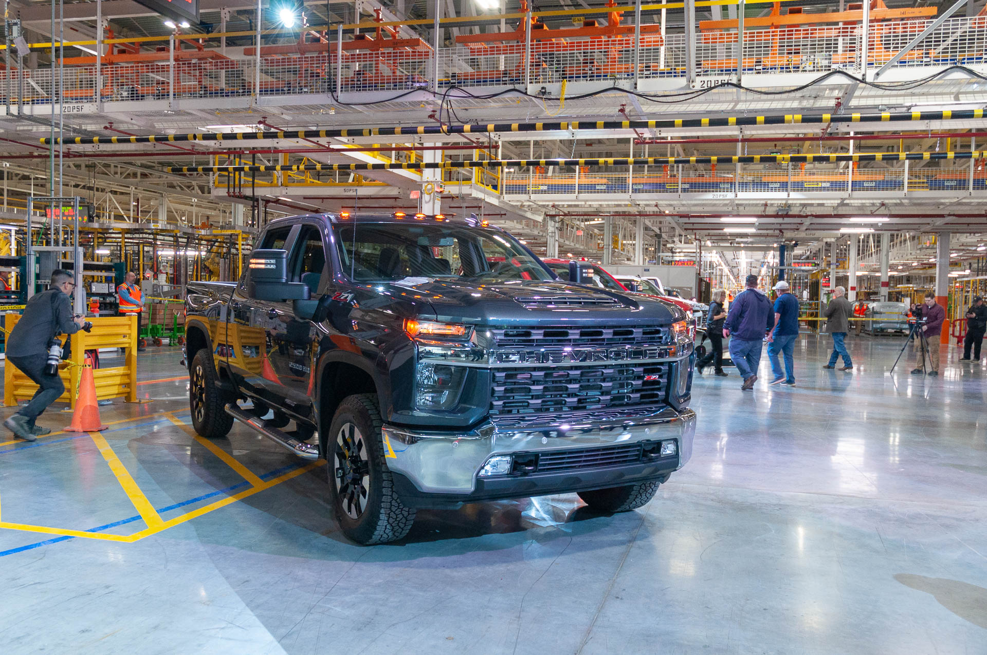 2020 Chevrolet Silverado Hd Debuts A Heavy Lugger Among