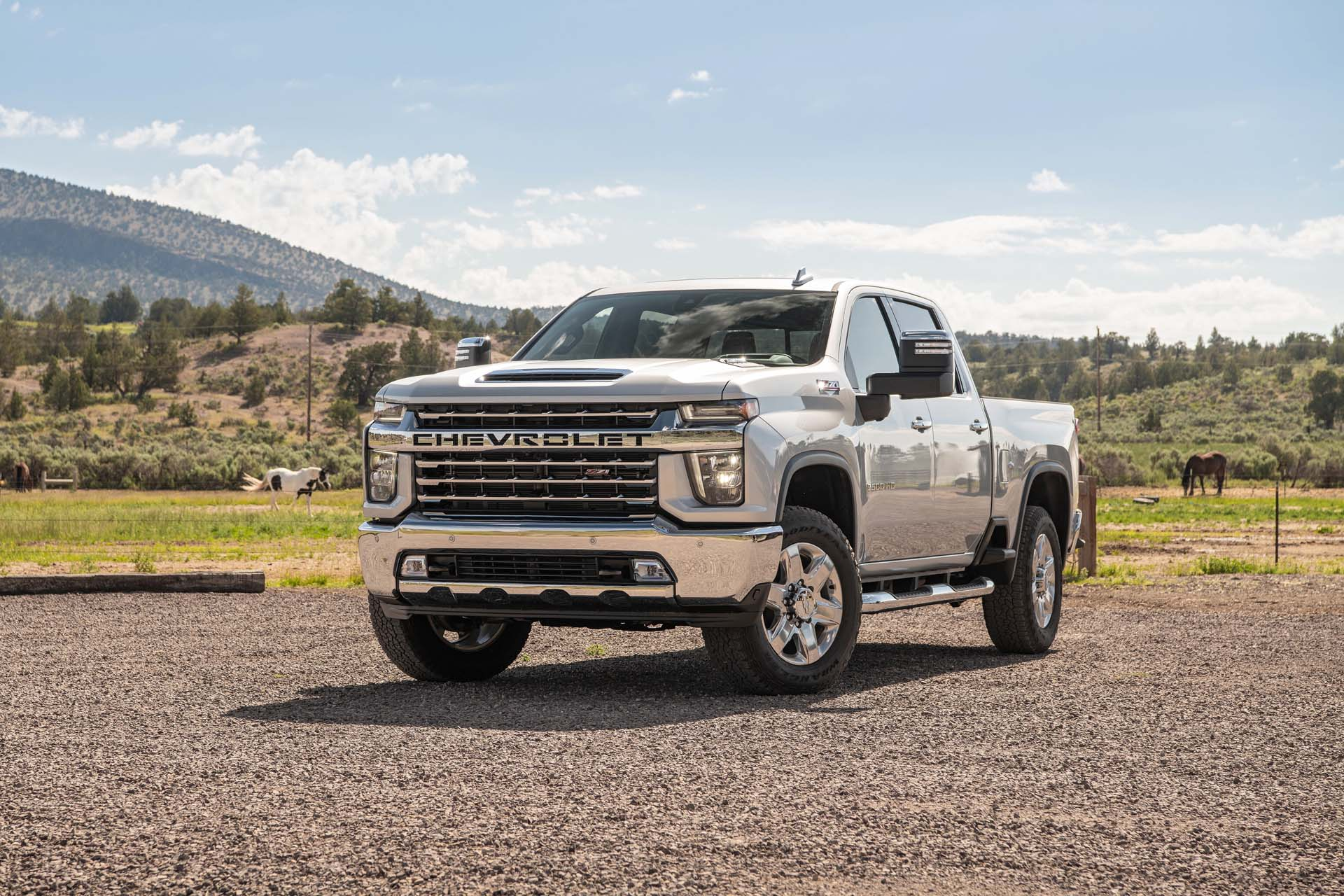 9 Chevrolet Silverado 9HD vs. 9 Ram 9HD: Compare ... | chevrolet 2500