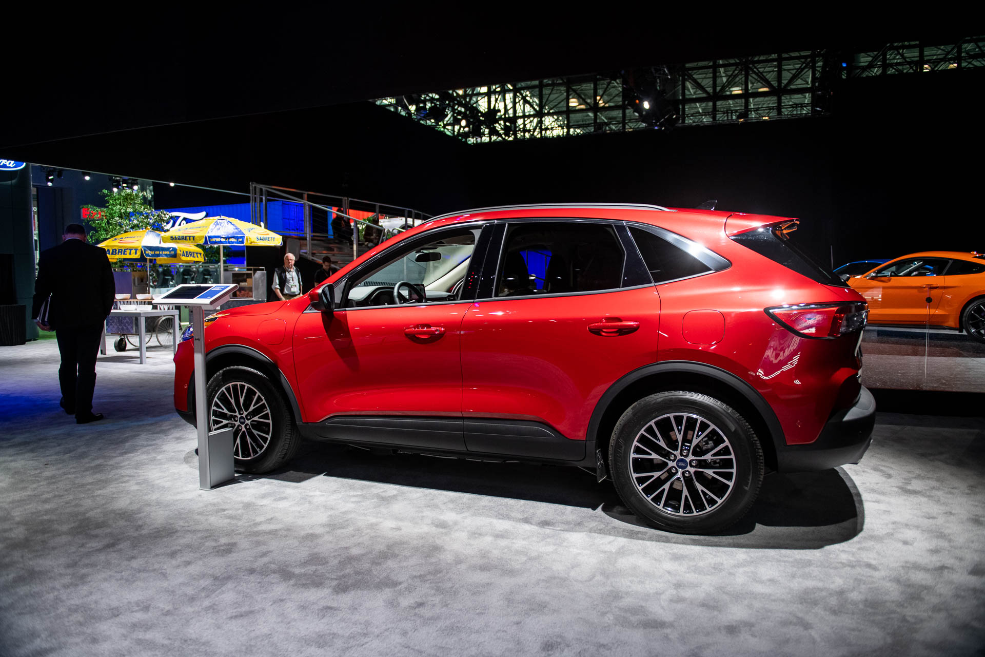 Ford Hybrid Suv >> 2020 Ford Escape Revealed Crossover Suv Brings Plug In Hybrid Tech