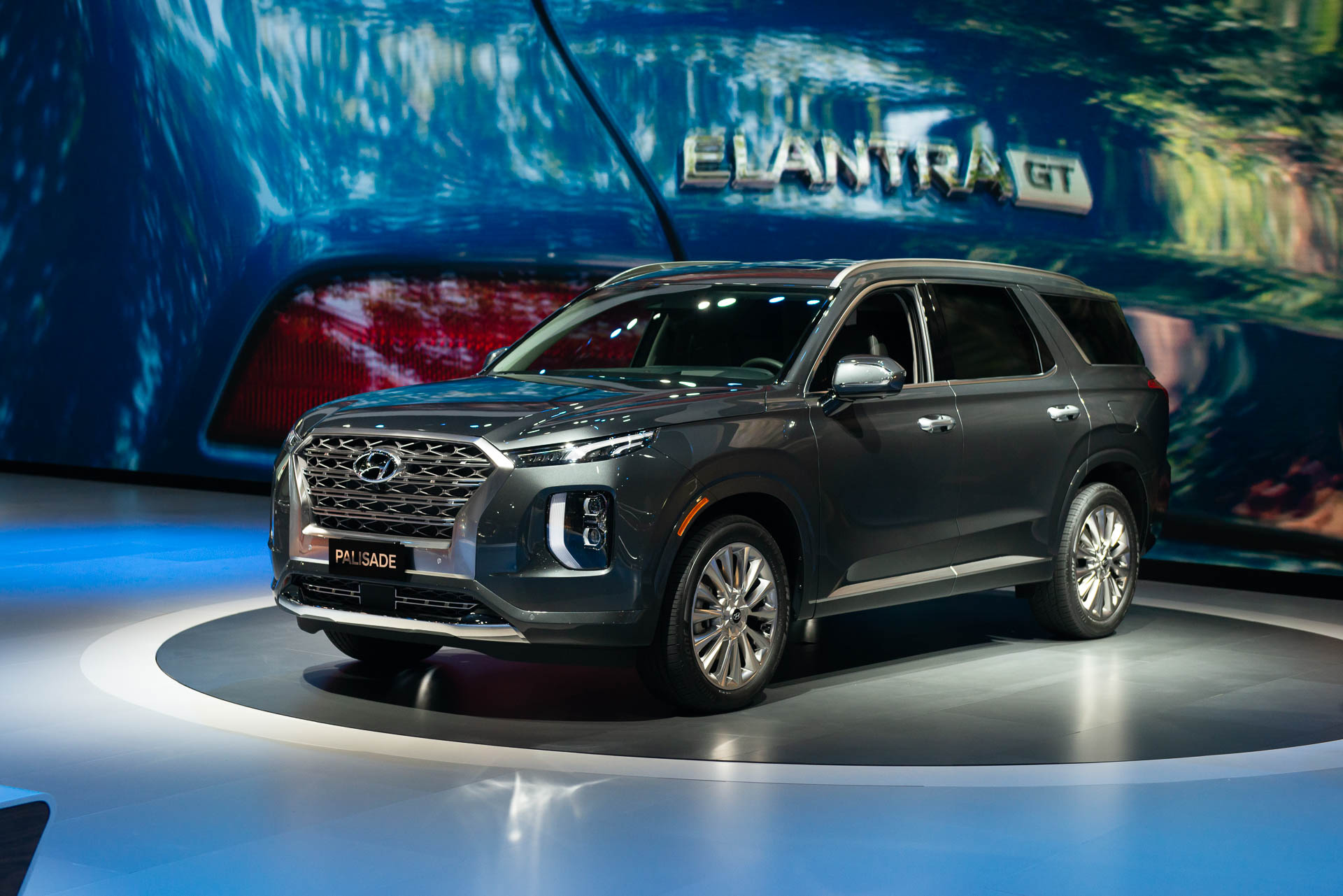 2020 Hyundai Palisade Crossover First Look Big Suv Doesn T Fall Far