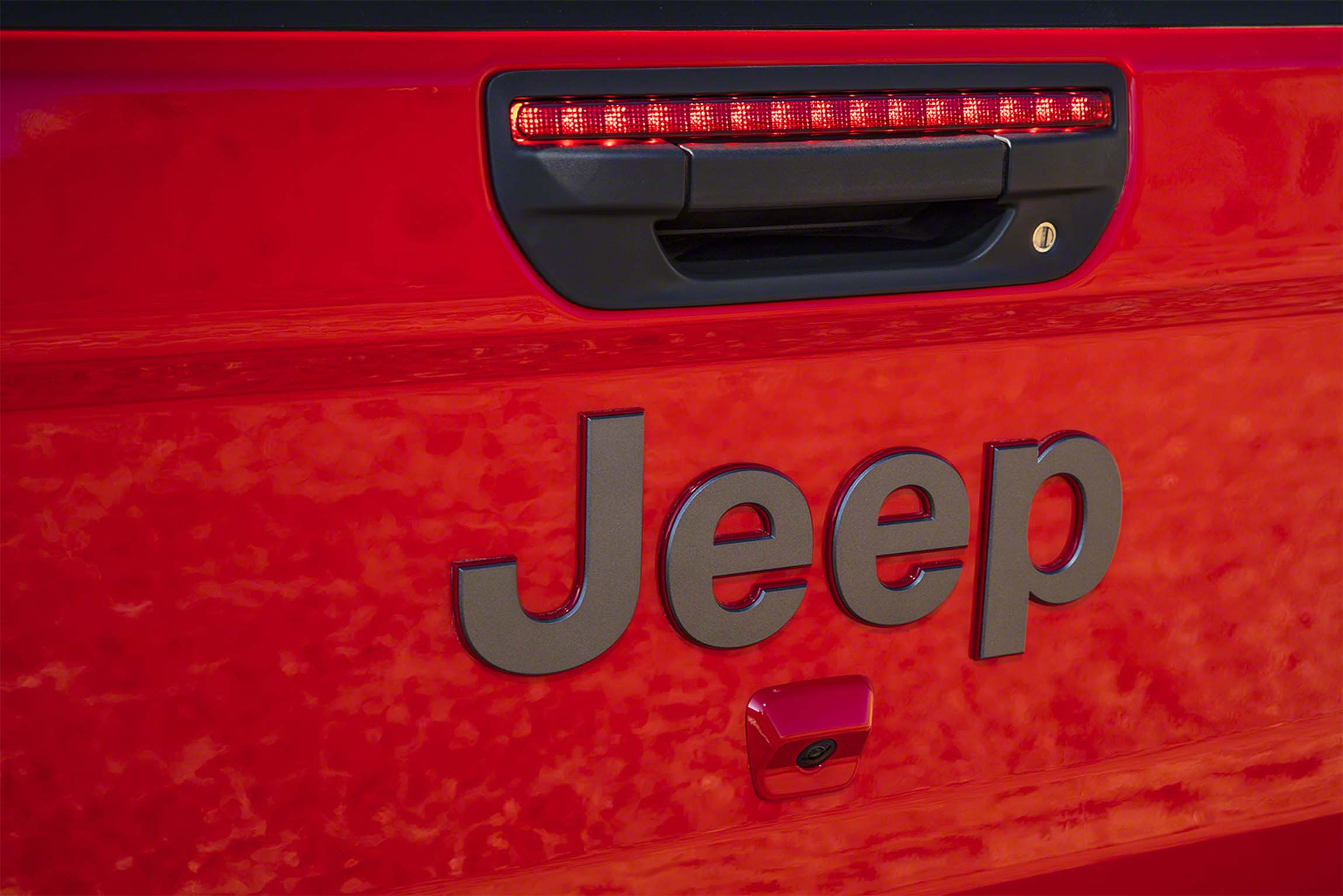 Jeep kicks the tires on car-sharing and subscription services