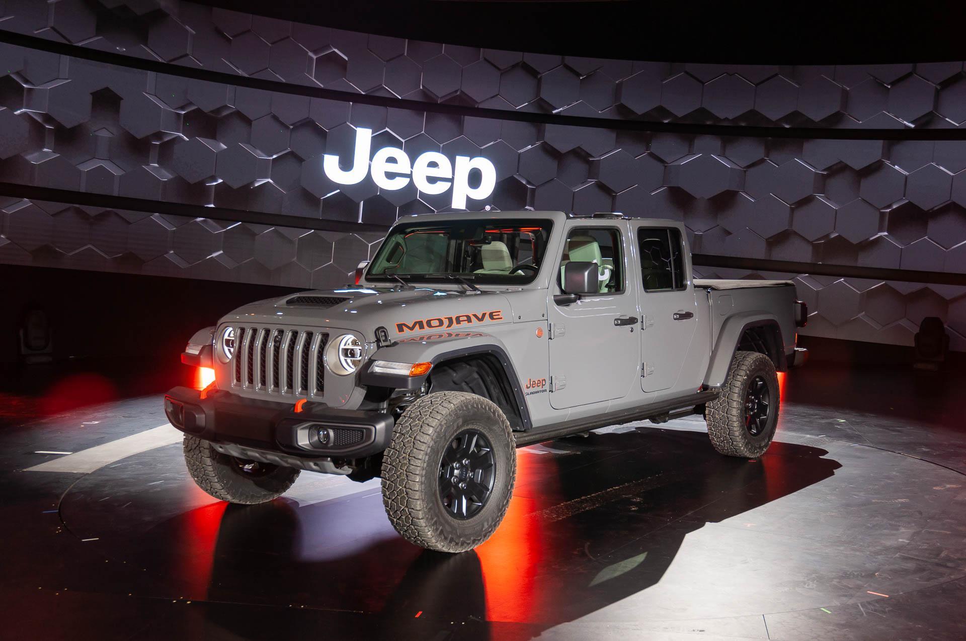 Dune-bashing 2020 Jeep Gladiator Mojave pickup arrives