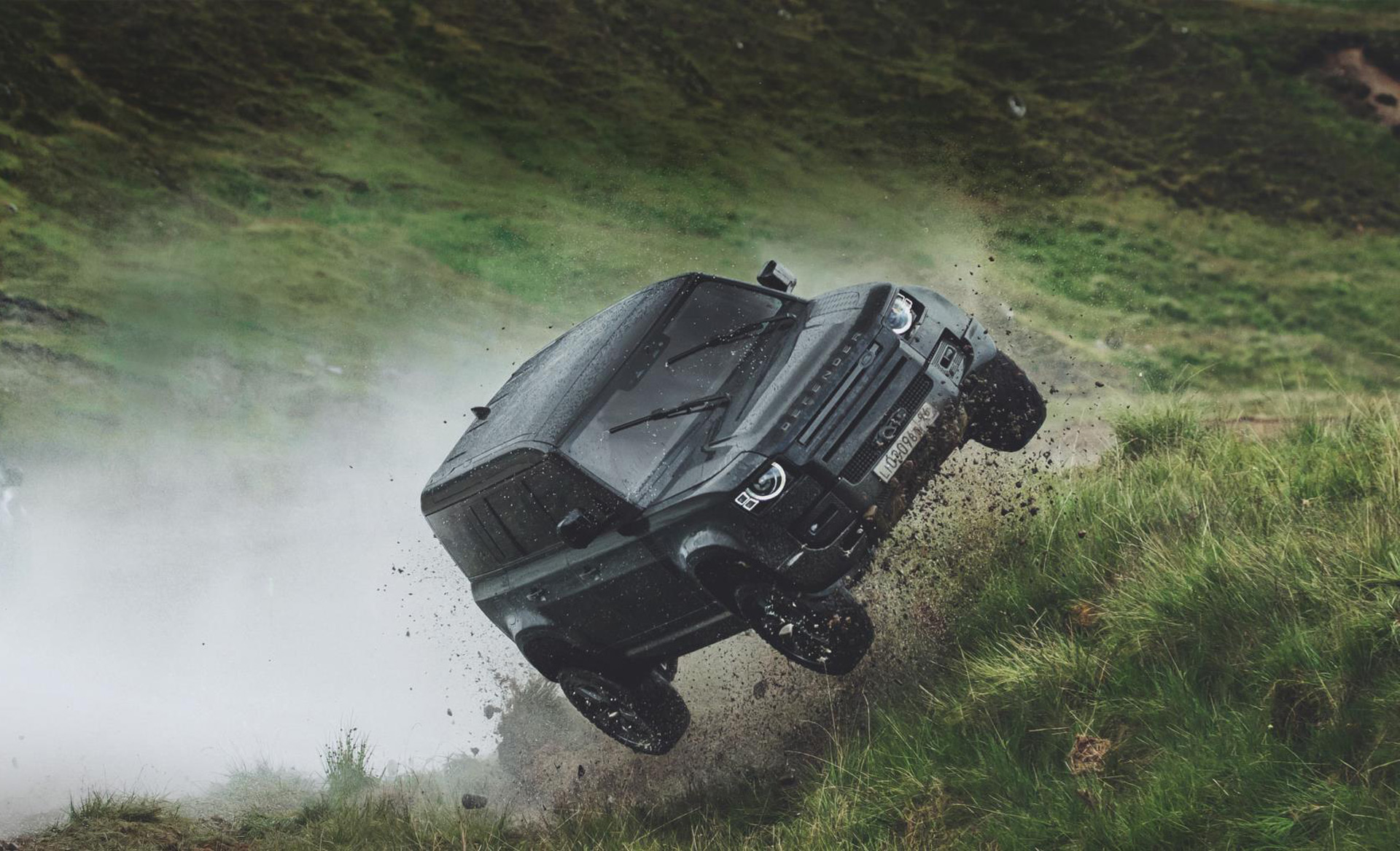 Land Rover demonstrates toughness of new Defender on James Bond movie set