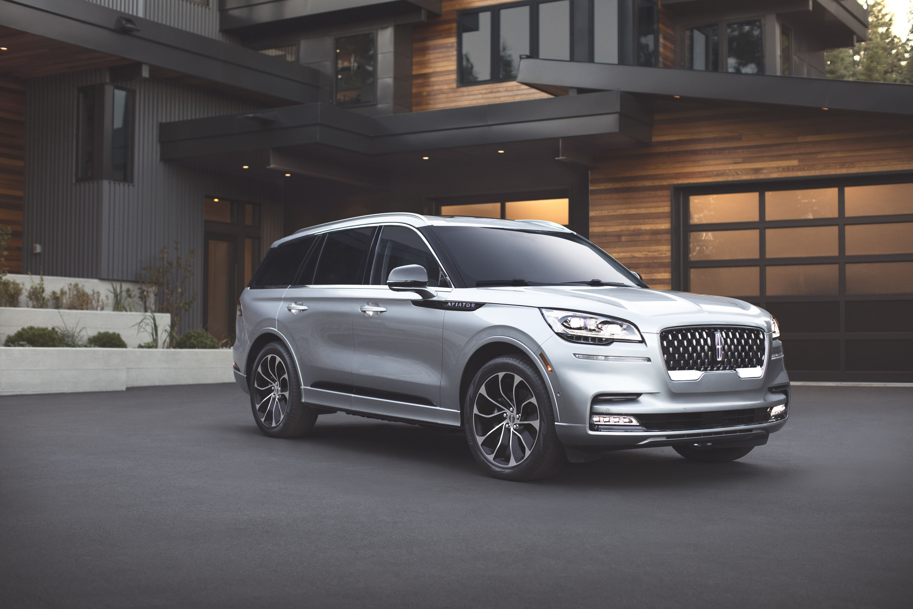 2020 Lincoln Aviator Luxury Suv Lands For 52 195