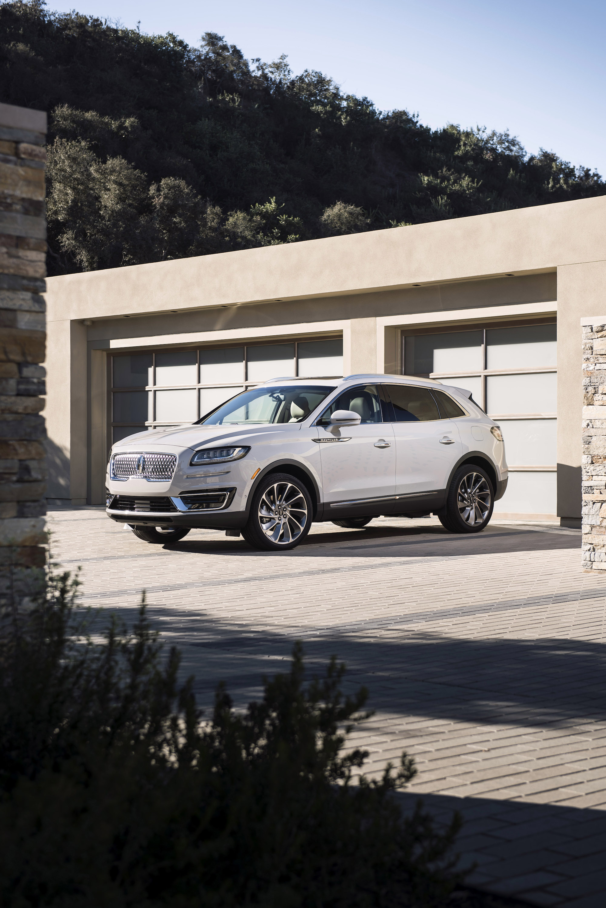 2020 Lincoln Nautilus Review Ratings Specs Prices And Photos The Car Connection