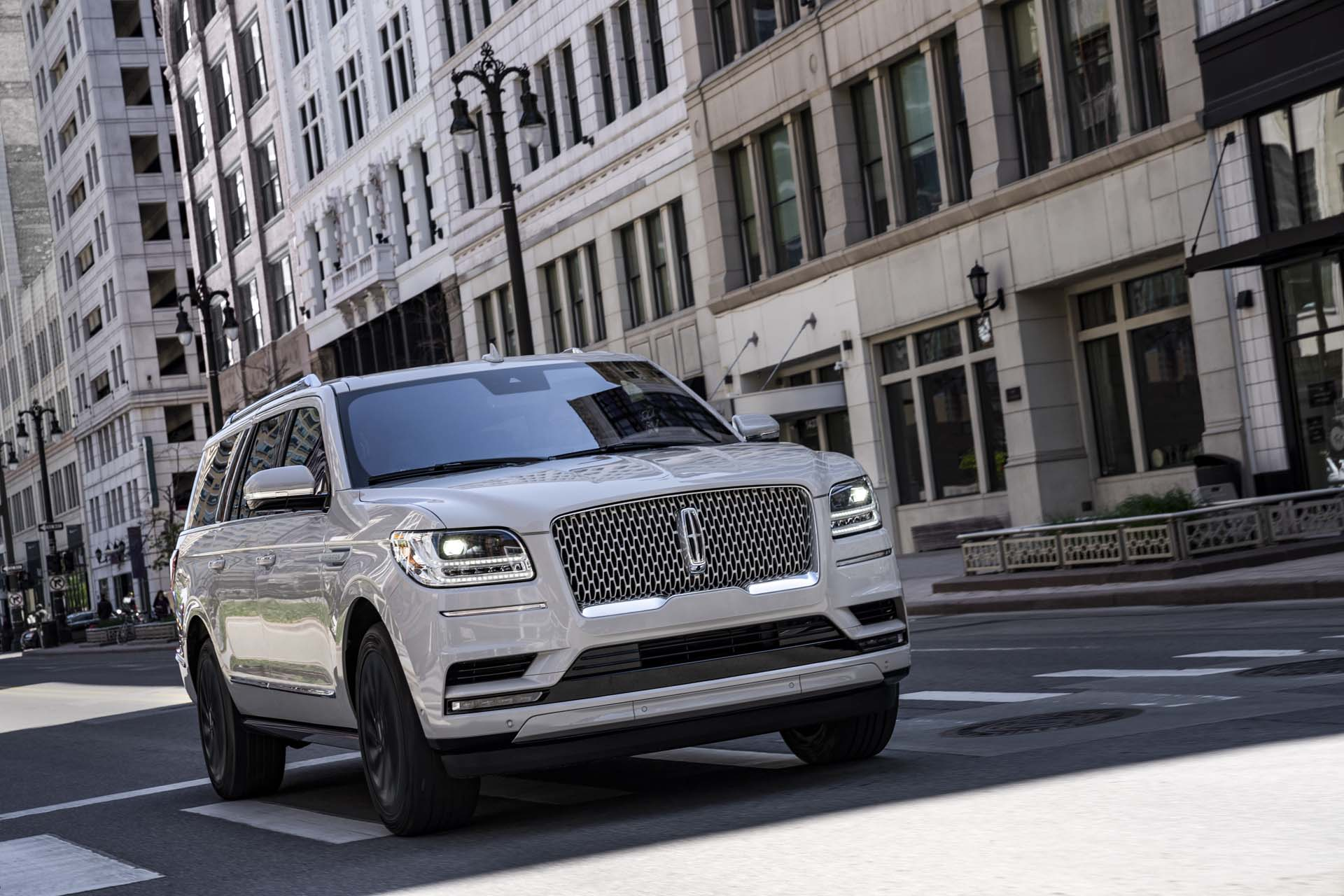 2020 Lincoln Navigator Review Ratings Specs Prices And Photos The Car Connection