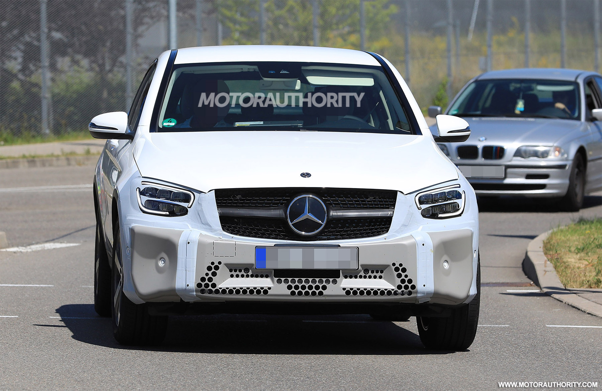 2020-mercedes-benz-glc-coupe-facelift-spy-shots--image-via-s-baldauf-sb-medien