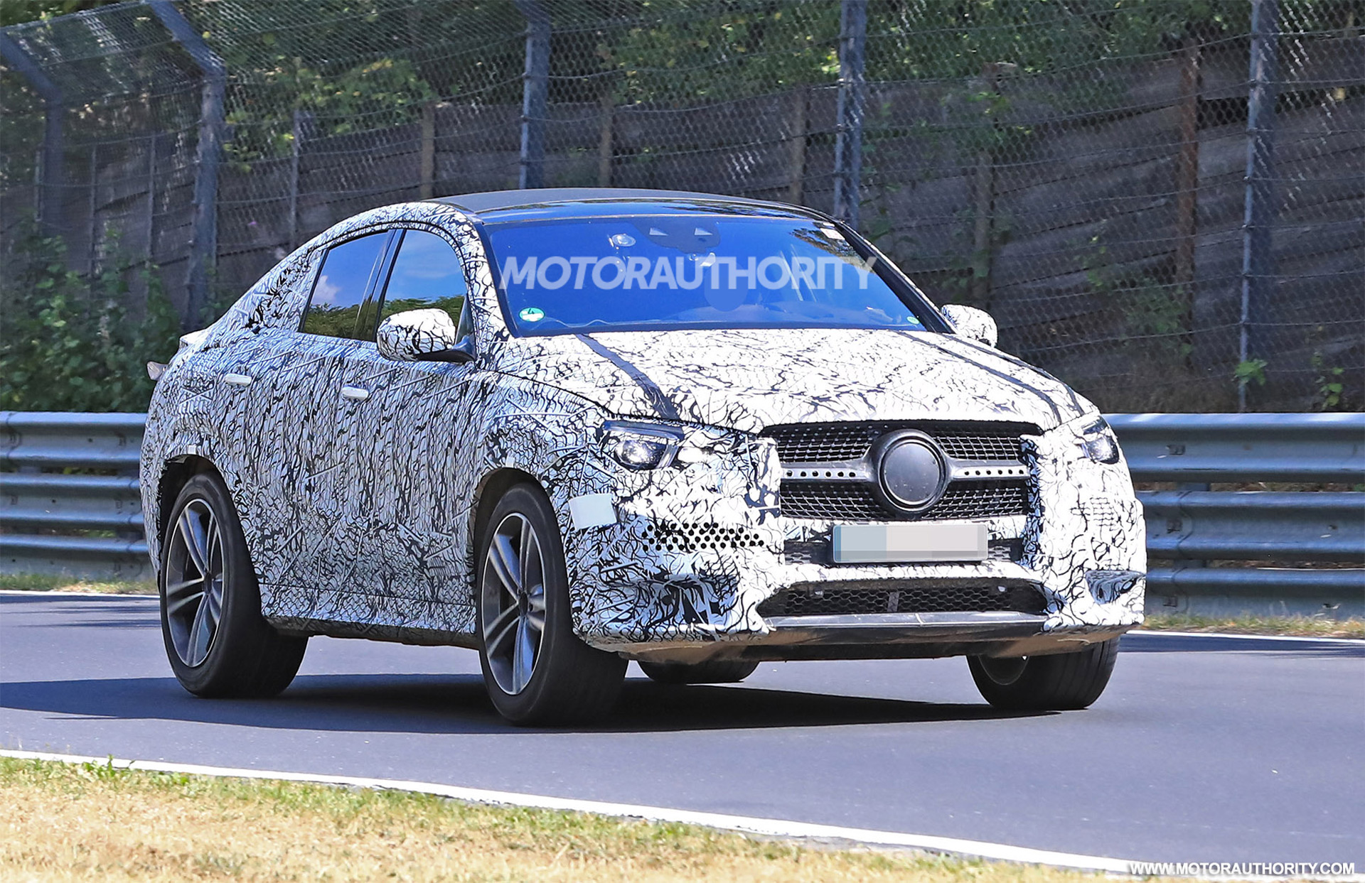 2020 Mercedes-Benz GLE Coupe spy shots and video