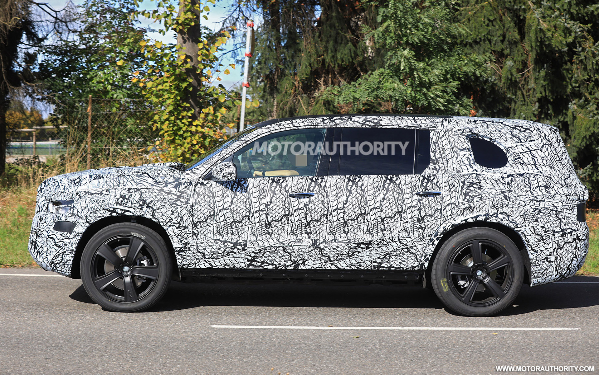 Land Rover Los Angeles >> Mercedes-Benz GLS spied, GM modular platform revealed, Honda Civic Si tested: Car News Headlines