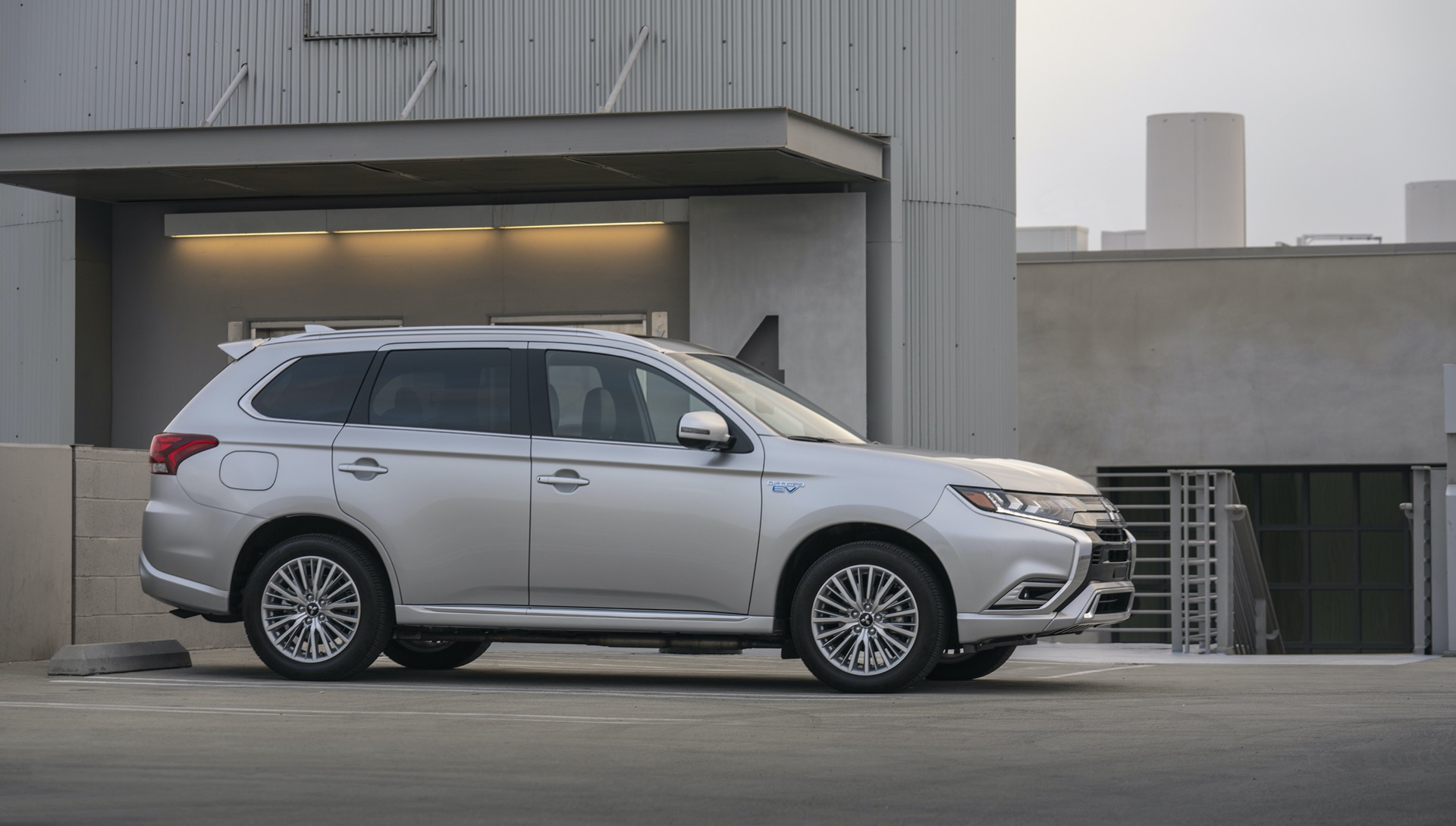 2021 Mitsubishi Outlander Plug In Hybrid Will Get More Electric Range Before Full Redesign