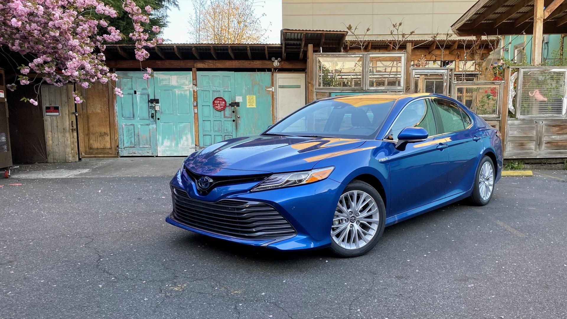 2020 Toyota Camry Se Hybrid Photos