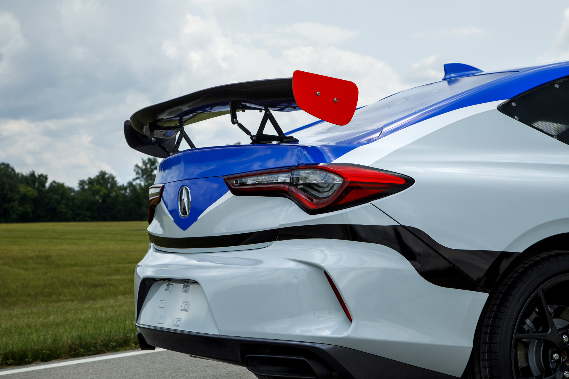 2020 - [Acura] TLX - Page 2 2021-acura-tlx-race-car-to-tackle-2020-pikes-peak-international-hill-climb_100754383_h