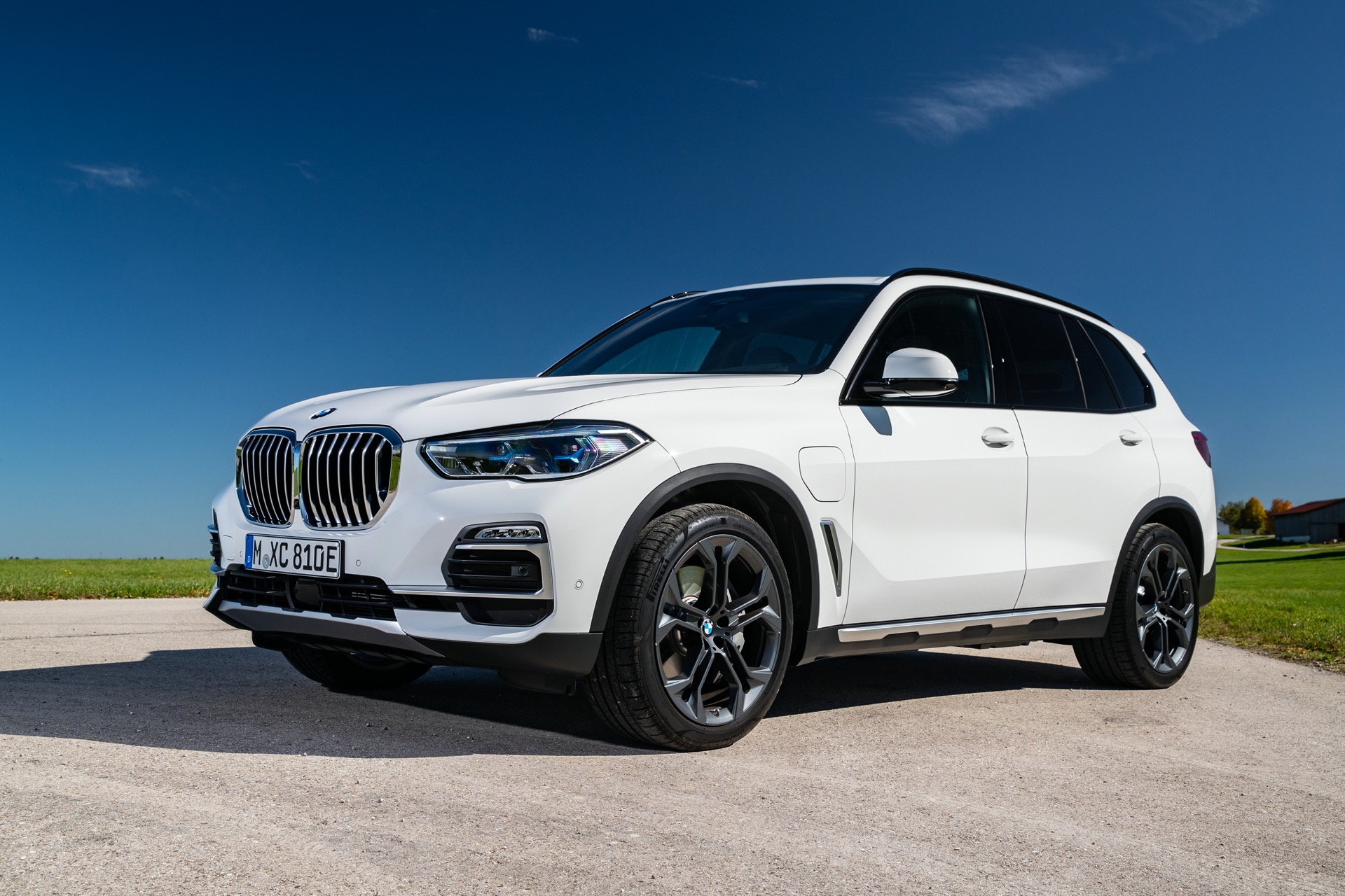 Plug In 2021 Bmw X5 Suv Gets 3 300 Price Bump Big Pump In Performance And Range