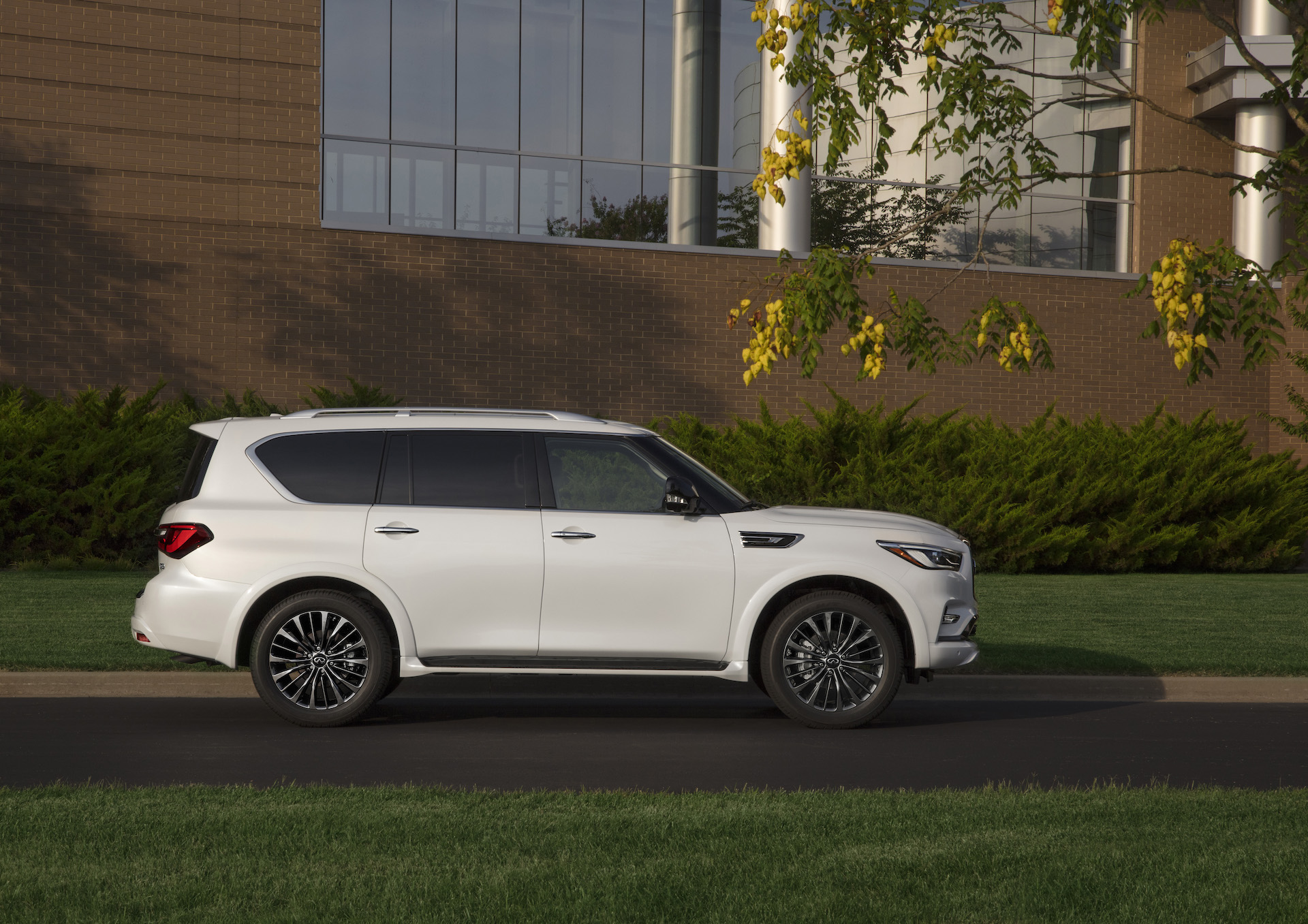 New And Used Infiniti Qx80 Prices Photos Reviews Specs The Car Connection
