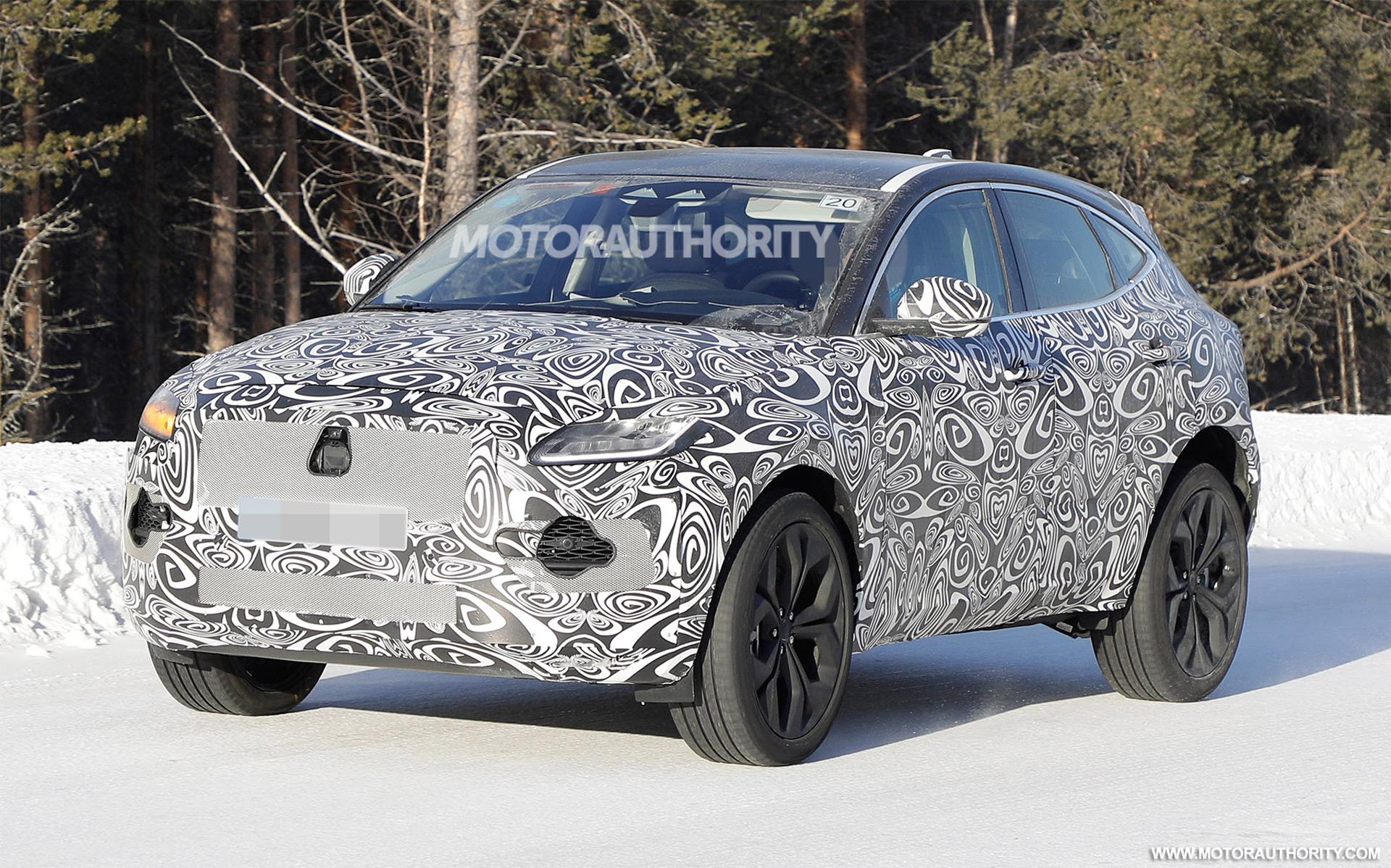 2017 - [Jaguar] E-Pace - Page 6 2021-jaguar-e-pace-facelift-spy-shots--photo-credit-s-baldauf-sb-medien_100737570_h