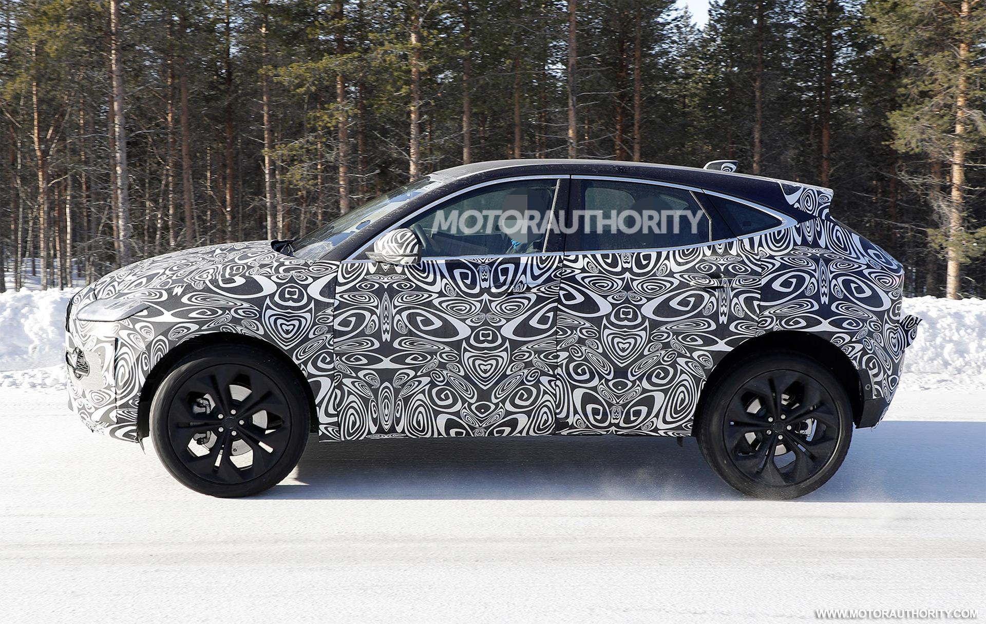 2017 - [Jaguar] E-Pace - Page 6 2021-jaguar-e-pace-facelift-spy-shots--photo-credit-s-baldauf-sb-medien_100737573_h