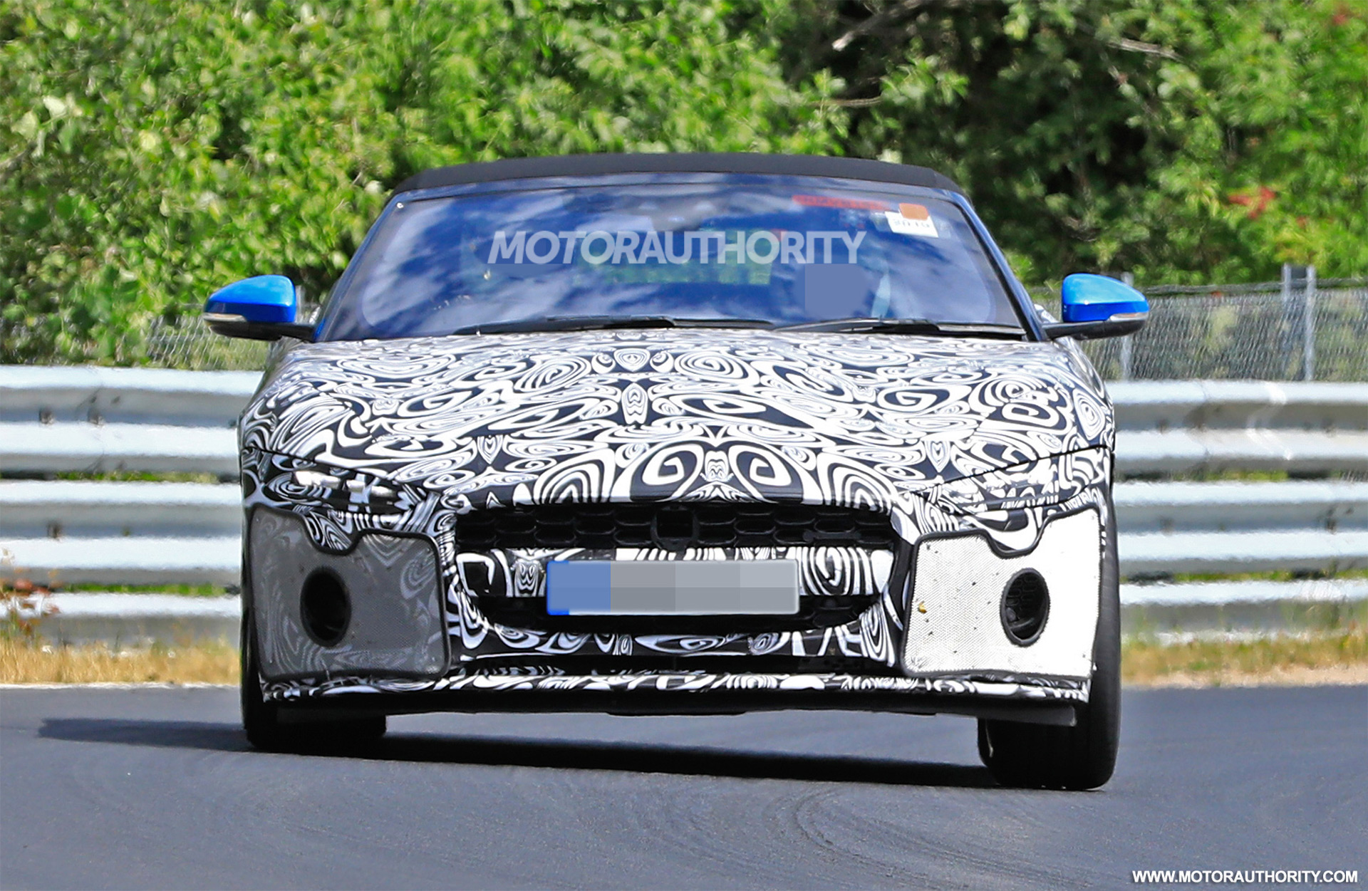 2021 Jaguar F-Type Convertible spy shots and video