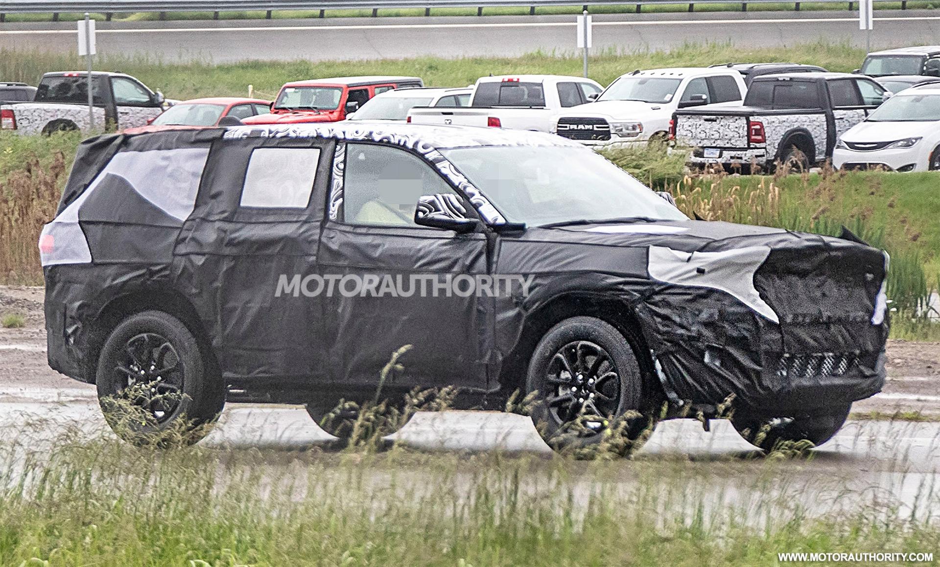 2021 Jeep Grand Cherokee Spy Shots