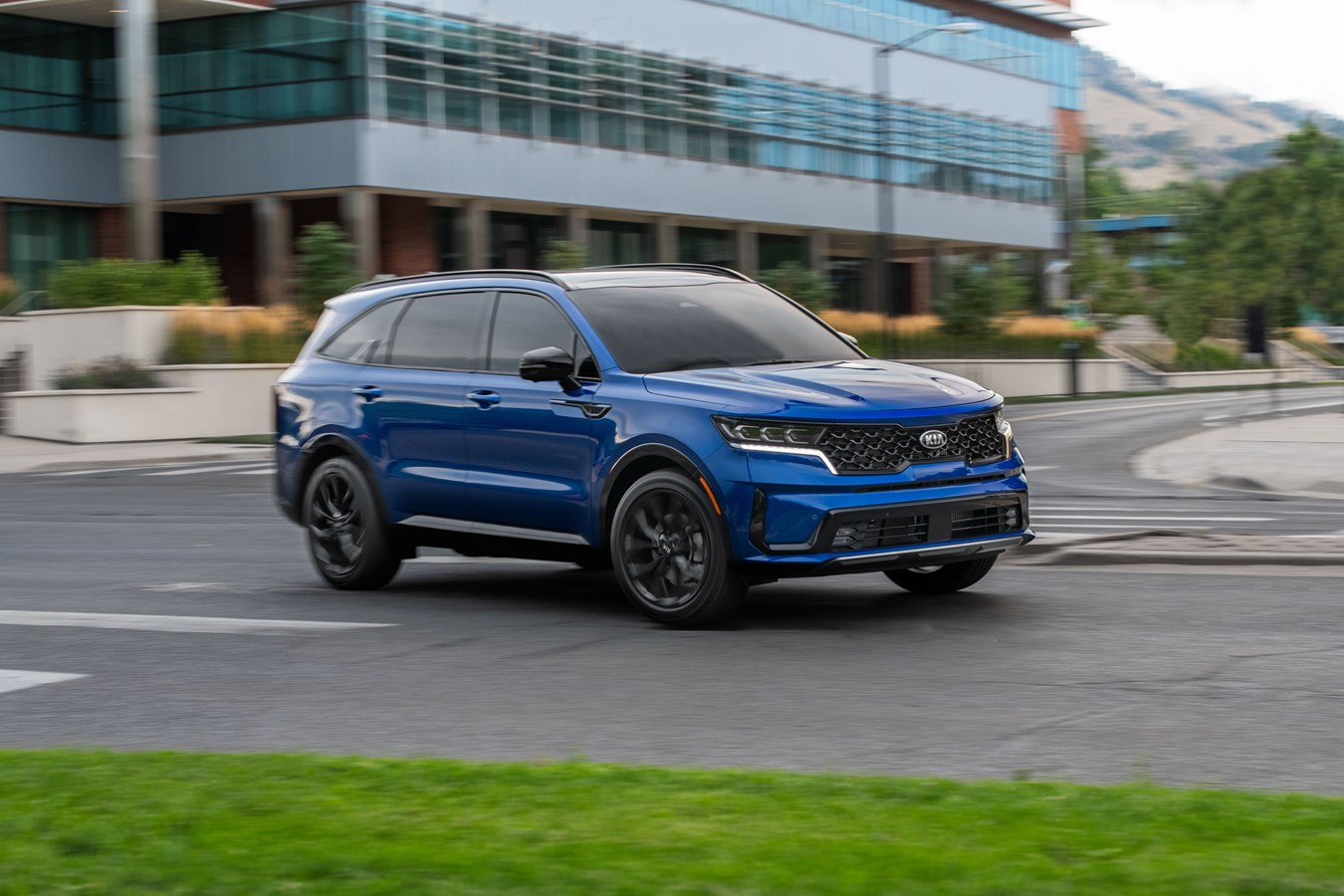 2021 Kia Sorento Hybrid three-row SUV: 37 mpg tops Highlander Hybrid, 30-mile plug-in too
