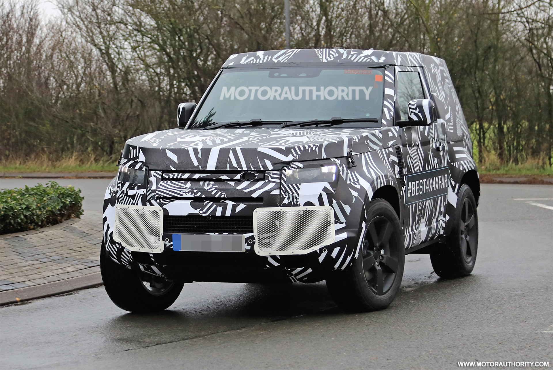 2021 Land Rover Defender 3-door spy shots