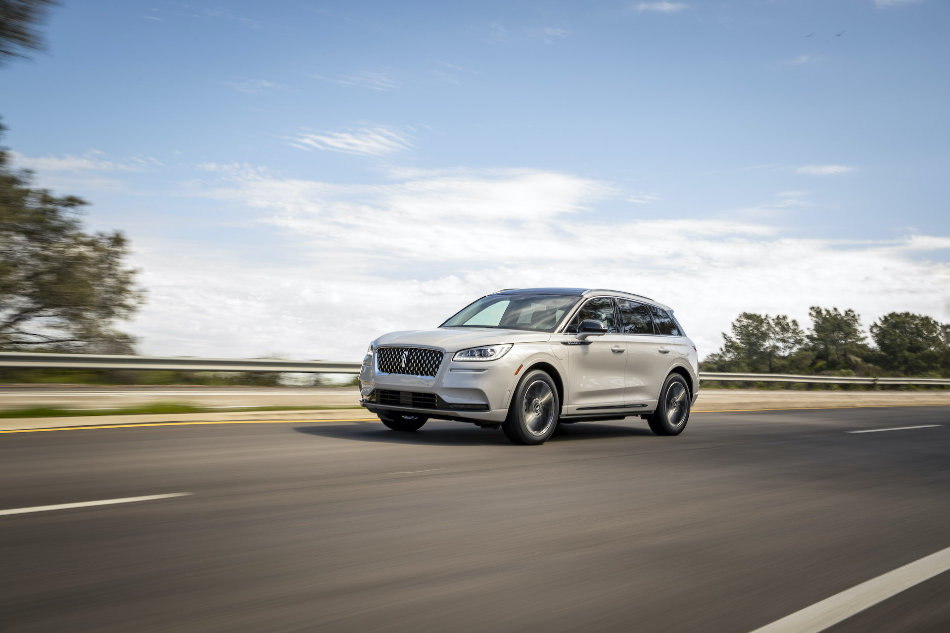Lincoln Corsair Grand Touring plug-in hybrid rated at 28 electric miles, 33 mpg