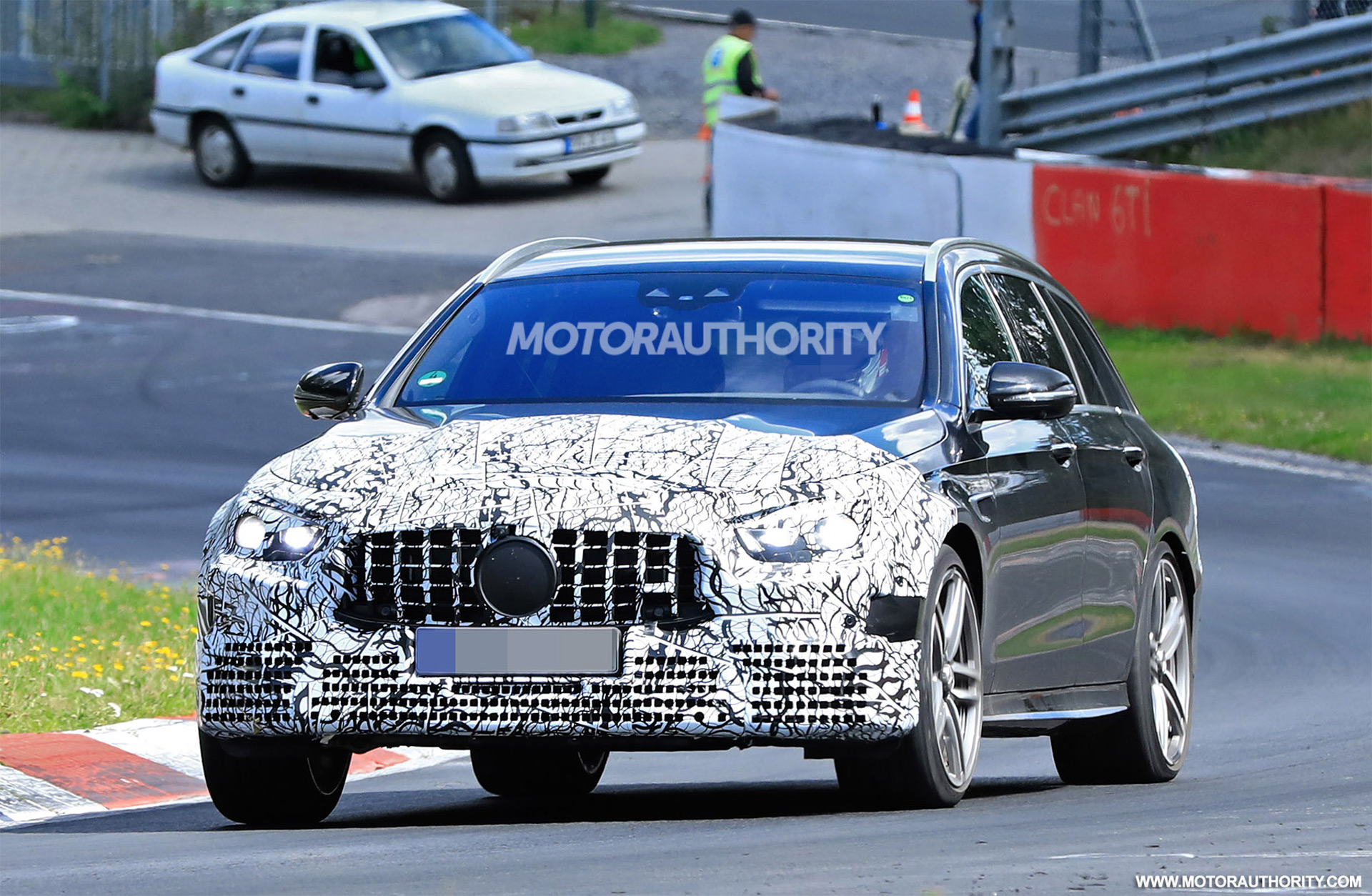 2020 - [Mercedes-Benz] Classe E restylée  - Page 2 2021-mercedes-amg-e63-wagon-facelift-spy-shots--photo-credit-s-baldauf-sb-medien_100711680_h