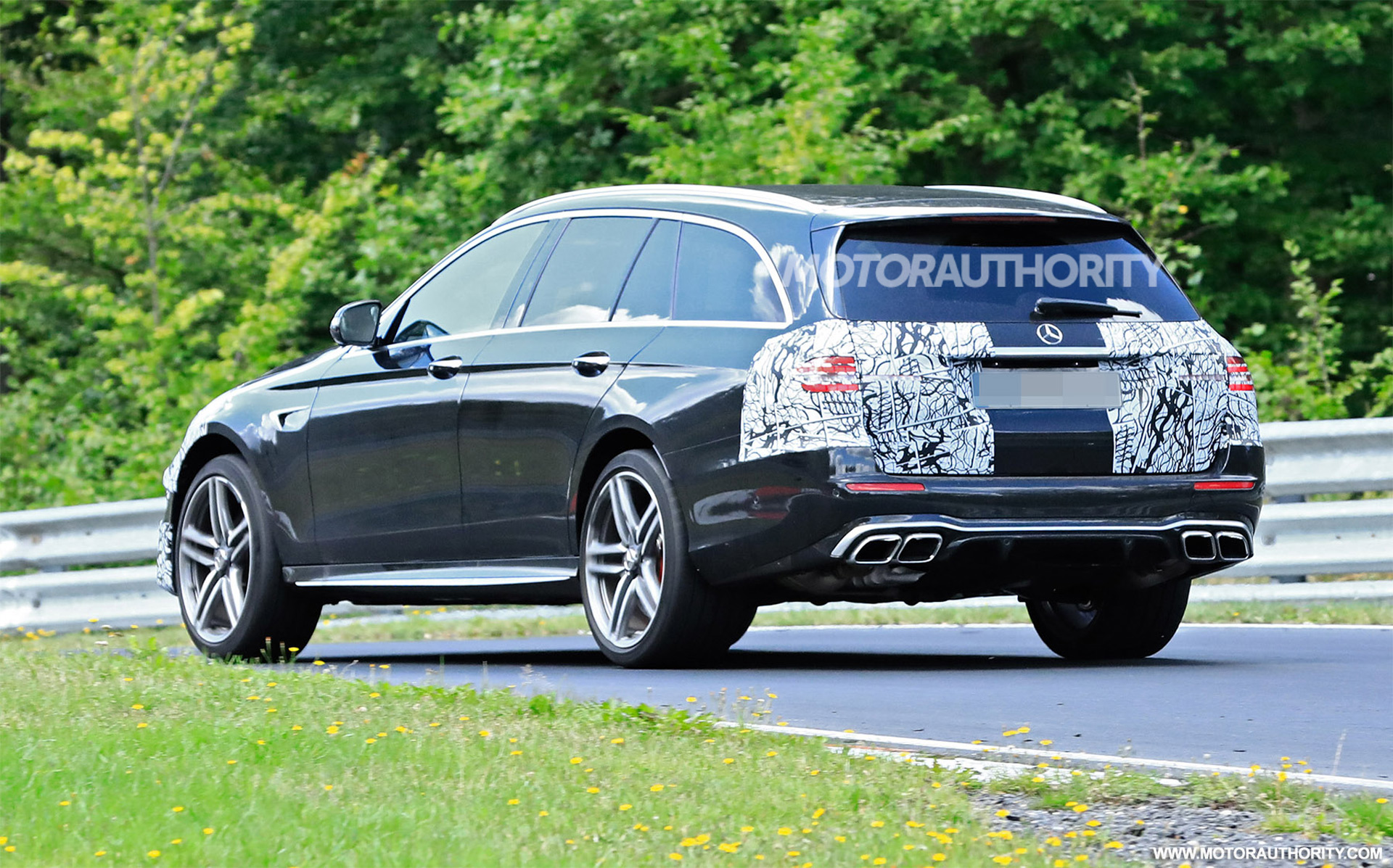 2020 - [Mercedes-Benz] Classe E restylée  - Page 2 2021-mercedes-amg-e63-wagon-facelift-spy-shots--photo-credit-s-baldauf-sb-medien_100711685_h