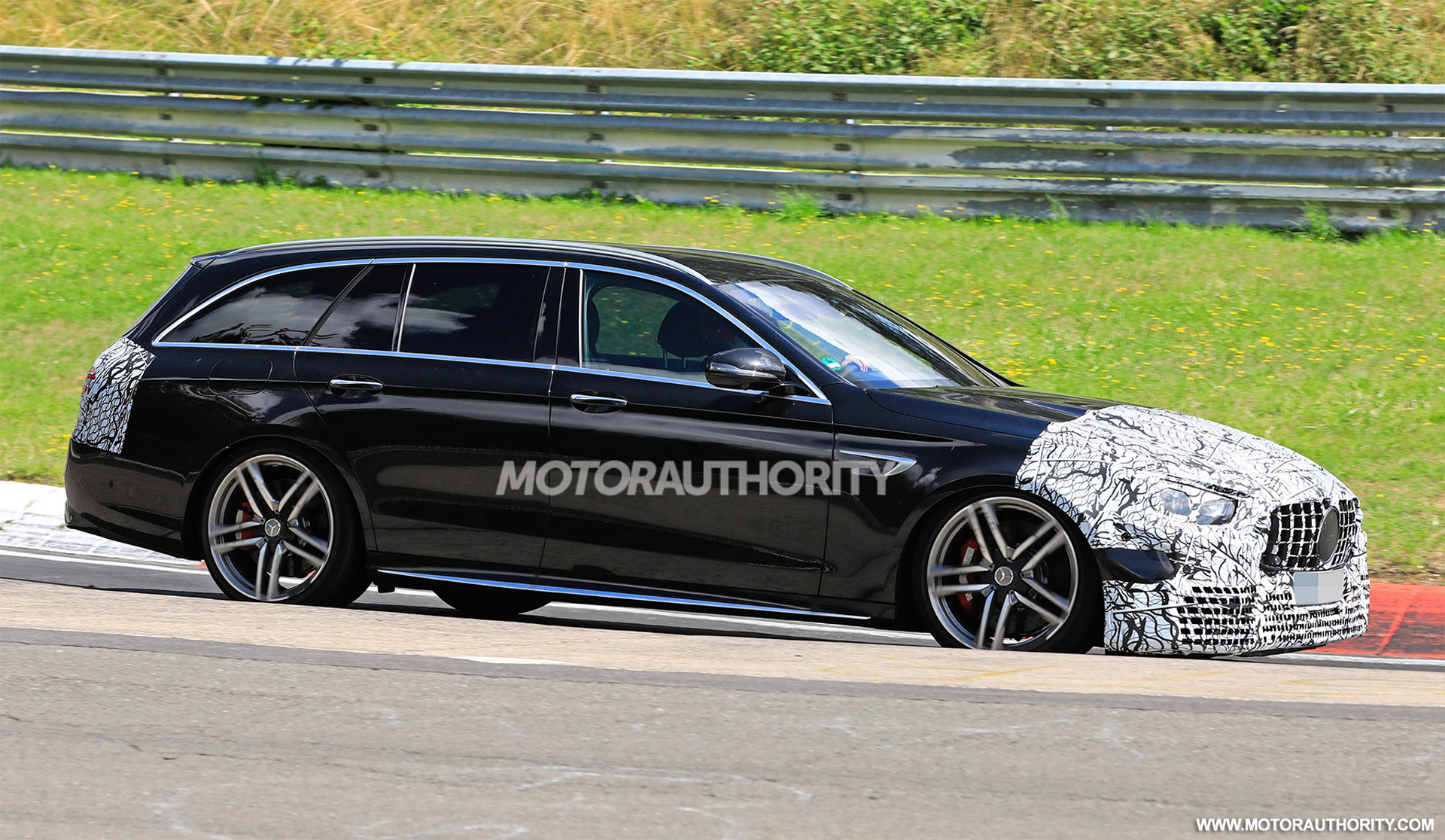 2020 - [Mercedes-Benz] Classe E restylée  - Page 2 2021-mercedes-amg-e63-wagon-facelift-spy-shots--photo-credit-s-baldauf-sb-medien_100711688_h