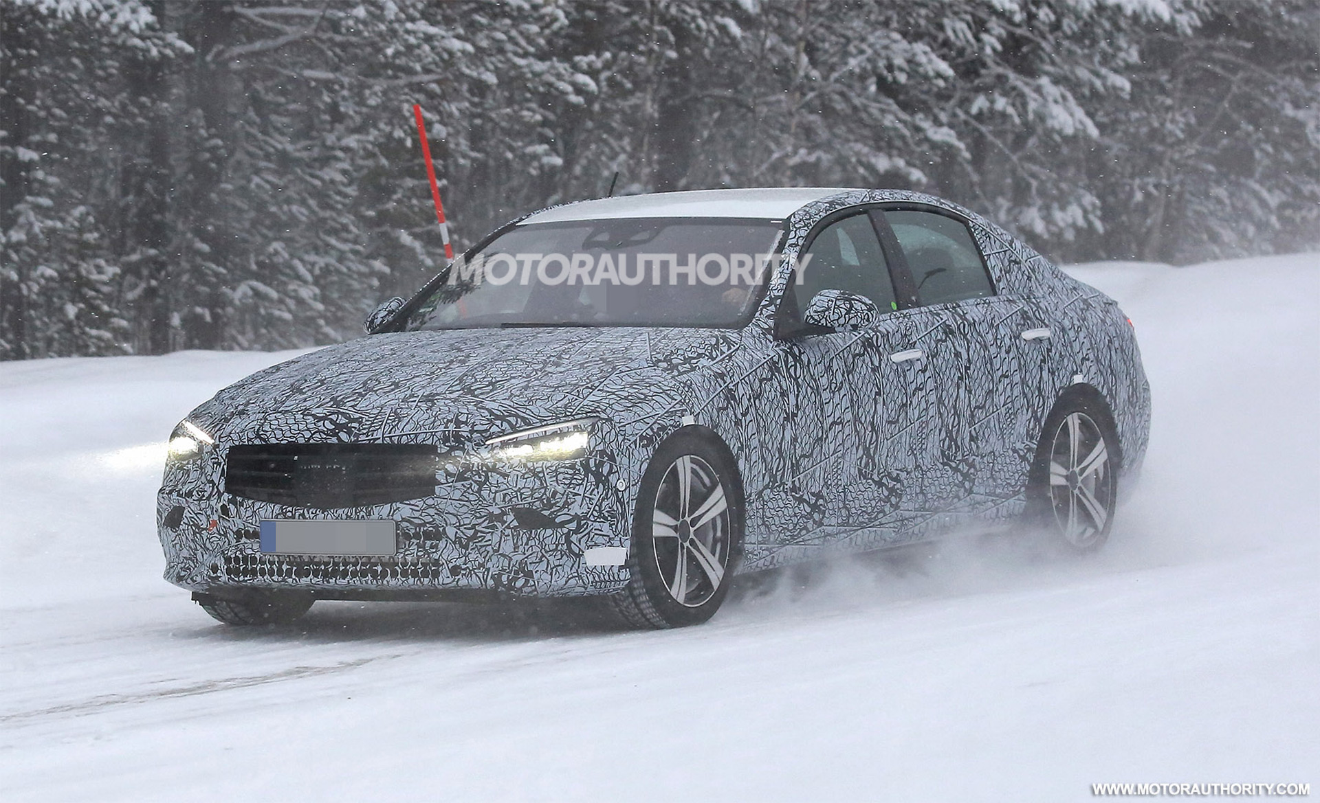 2022 Mercedes-Benz C-Class spy shots and video