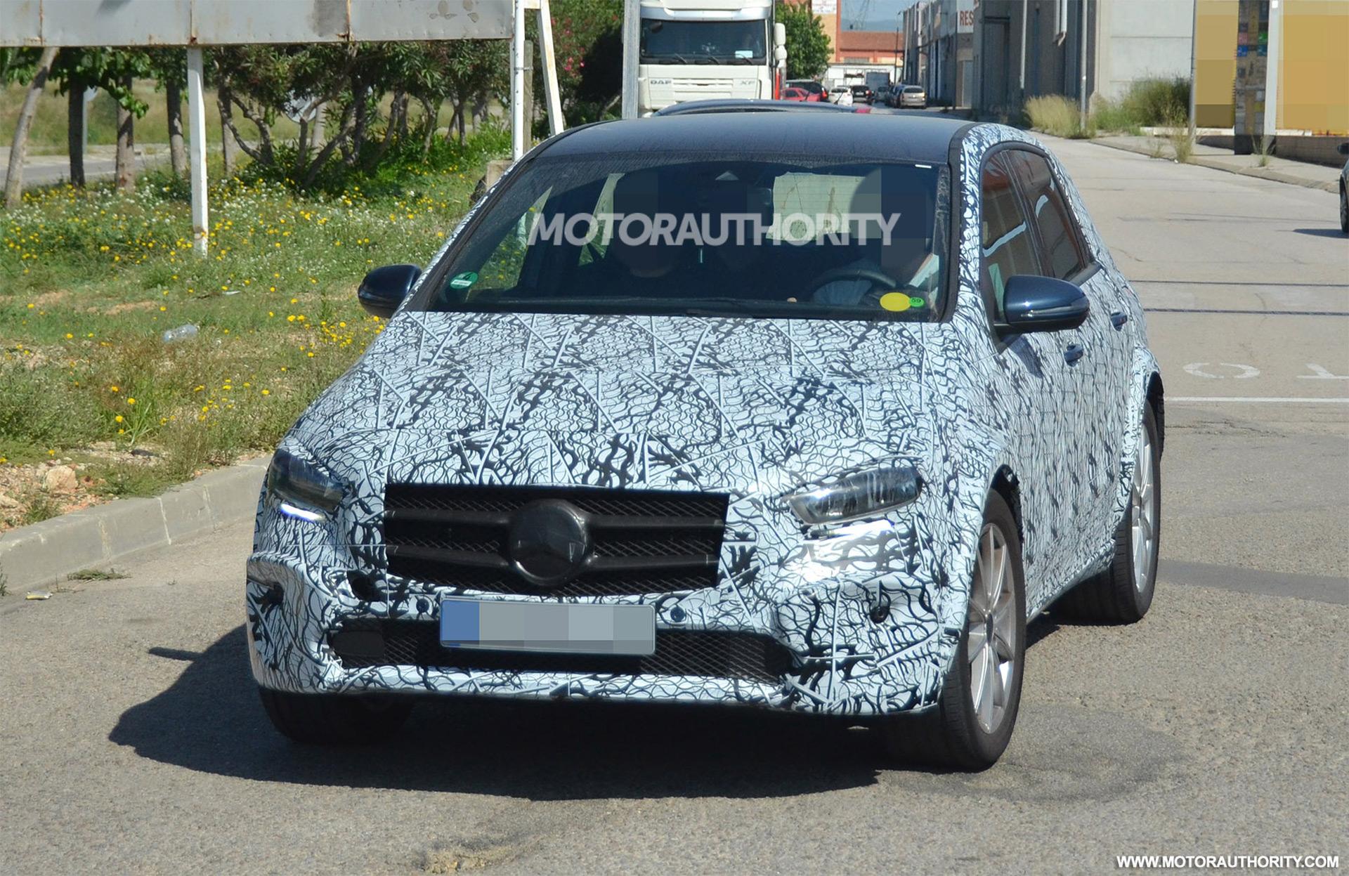 2021 Mercedes-Benz EQB spy shots