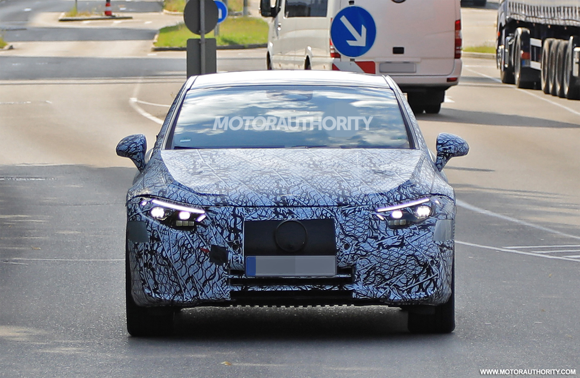 2020 - [Mercedes-Benz] EQ S - Page 4 2021-mercedes-benz-eqs-spy-shots--photo-credits-baldauf-sb-medien_100753400_h