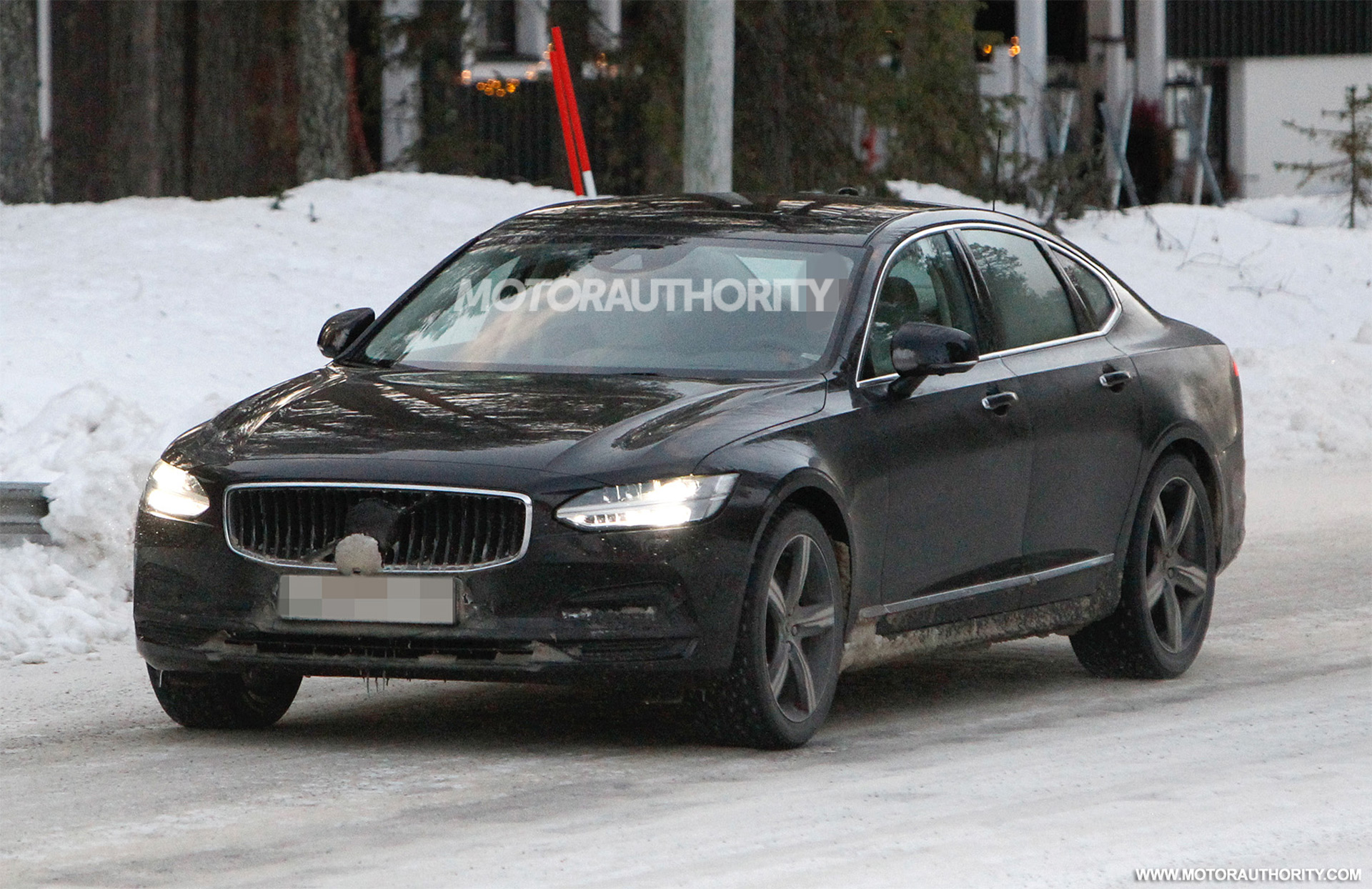 2021 Volvo S90 spy shots