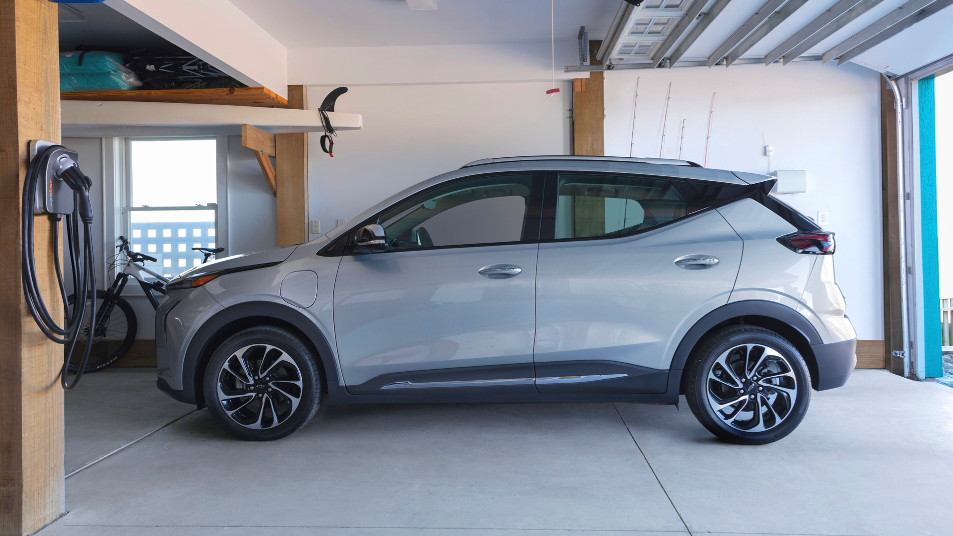 Renewable energy plan incentivizes GM EV owners: Free home charging after midnight