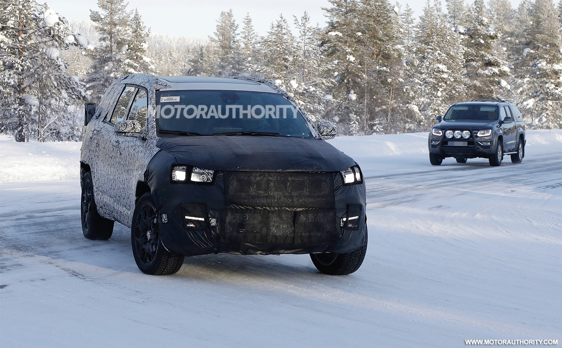 2022 Jeep Compass-based 3-row crossover spy shots: Compact family hauler in the works