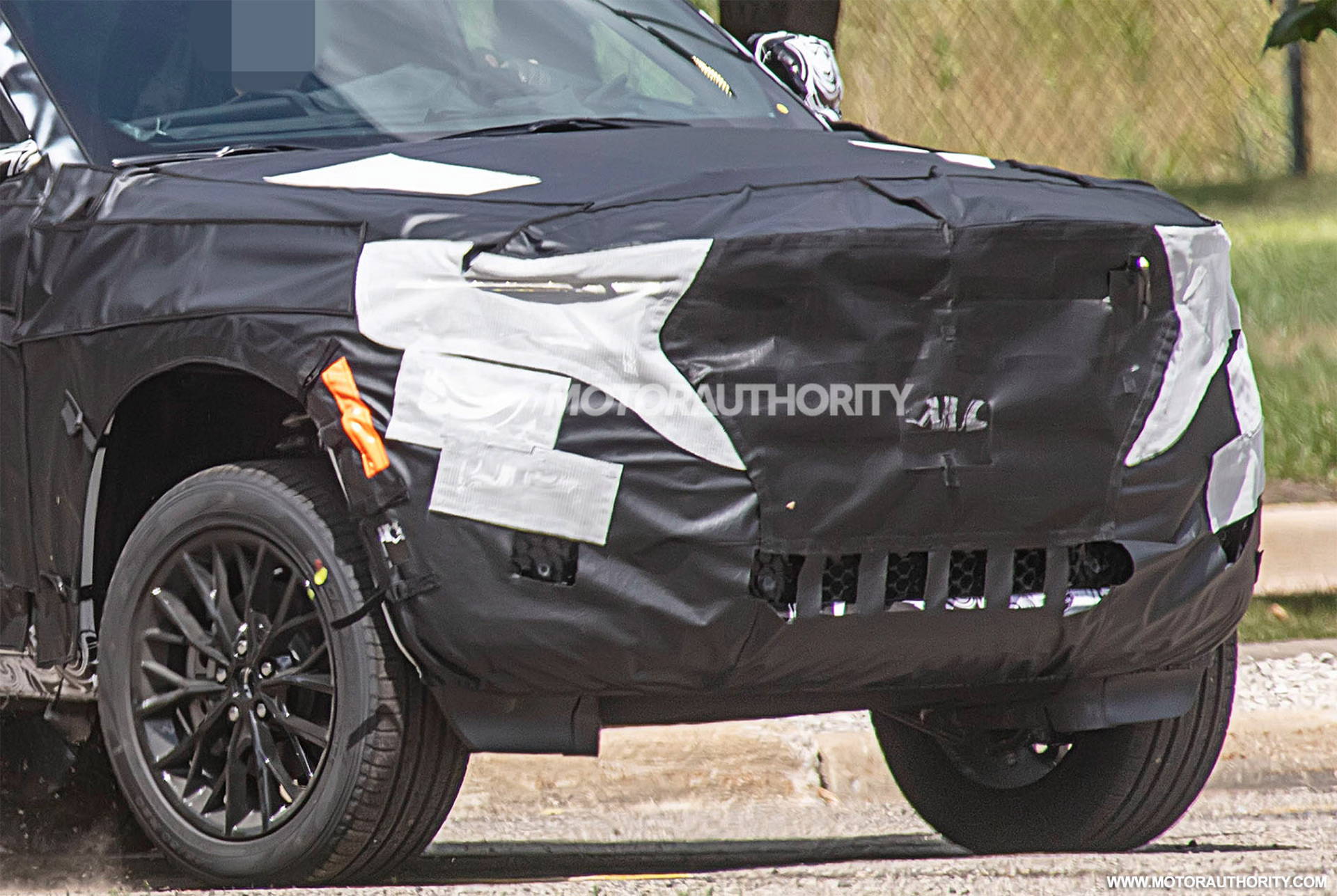 2021 - [Jeep] Grand Cherokee  - Page 2 2022-jeep-grand-cherokee-based-3-row-suv-spy-shots--photo-credit-s-baldauf-sb-medien_100754579_h