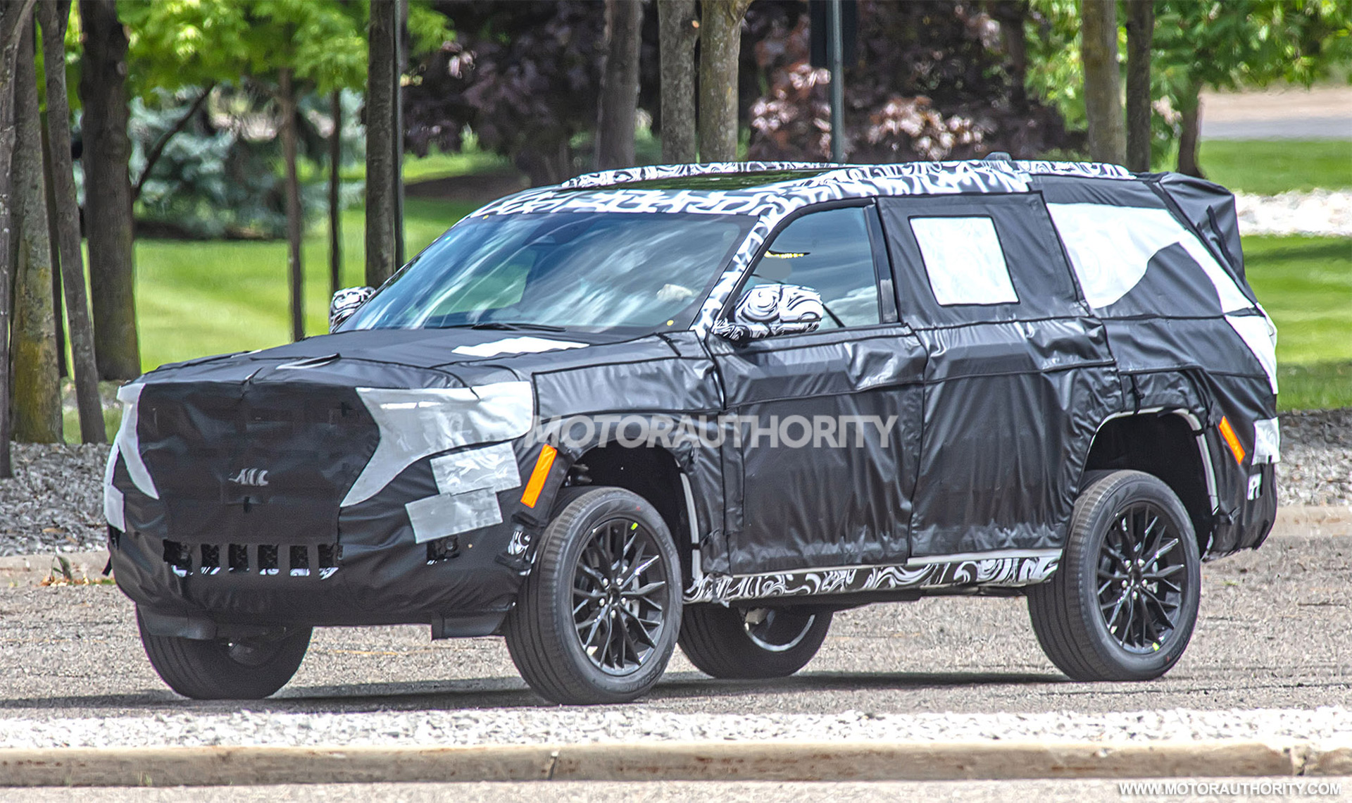 2021 - [Jeep] Grand Cherokee  - Page 2 2022-jeep-grand-cherokee-based-3-row-suv-spy-shots--photo-credit-s-baldauf-sb-medien_100754580_h