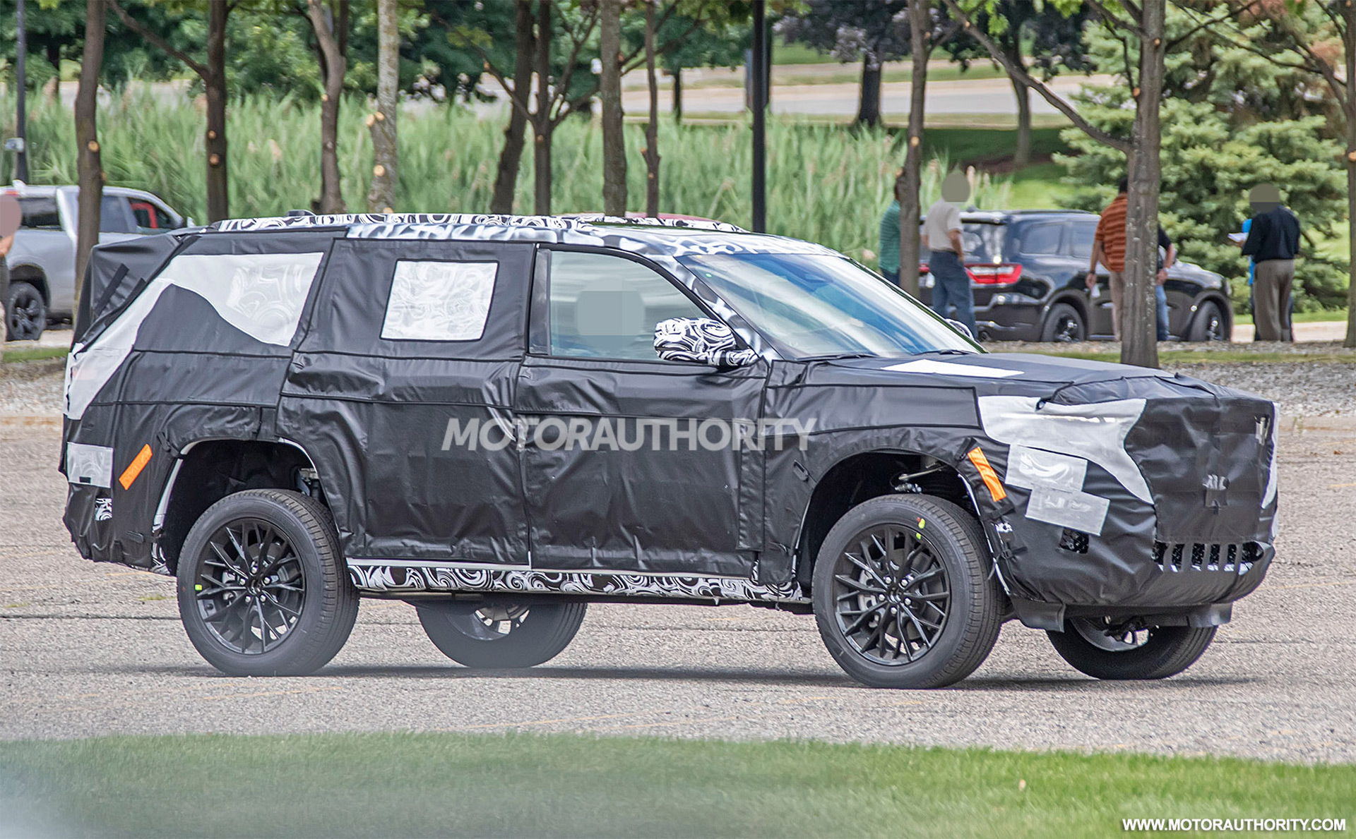 2021 - [Jeep] Grand Cherokee  - Page 2 2022-jeep-grand-cherokee-based-3-row-suv-spy-shots--photo-credit-s-baldauf-sb-medien_100754581_h