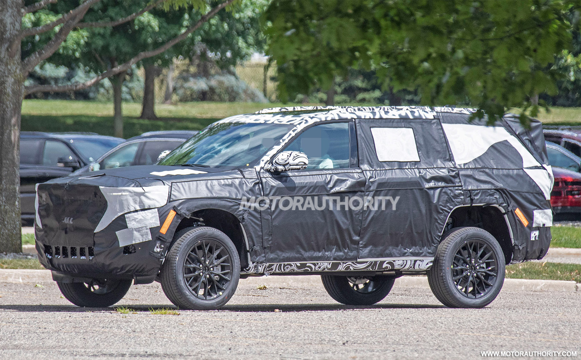 2021 - [Jeep] Grand Cherokee  - Page 2 2022-jeep-grand-cherokee-based-3-row-suv-spy-shots--photo-credit-s-baldauf-sb-medien_100754585_h