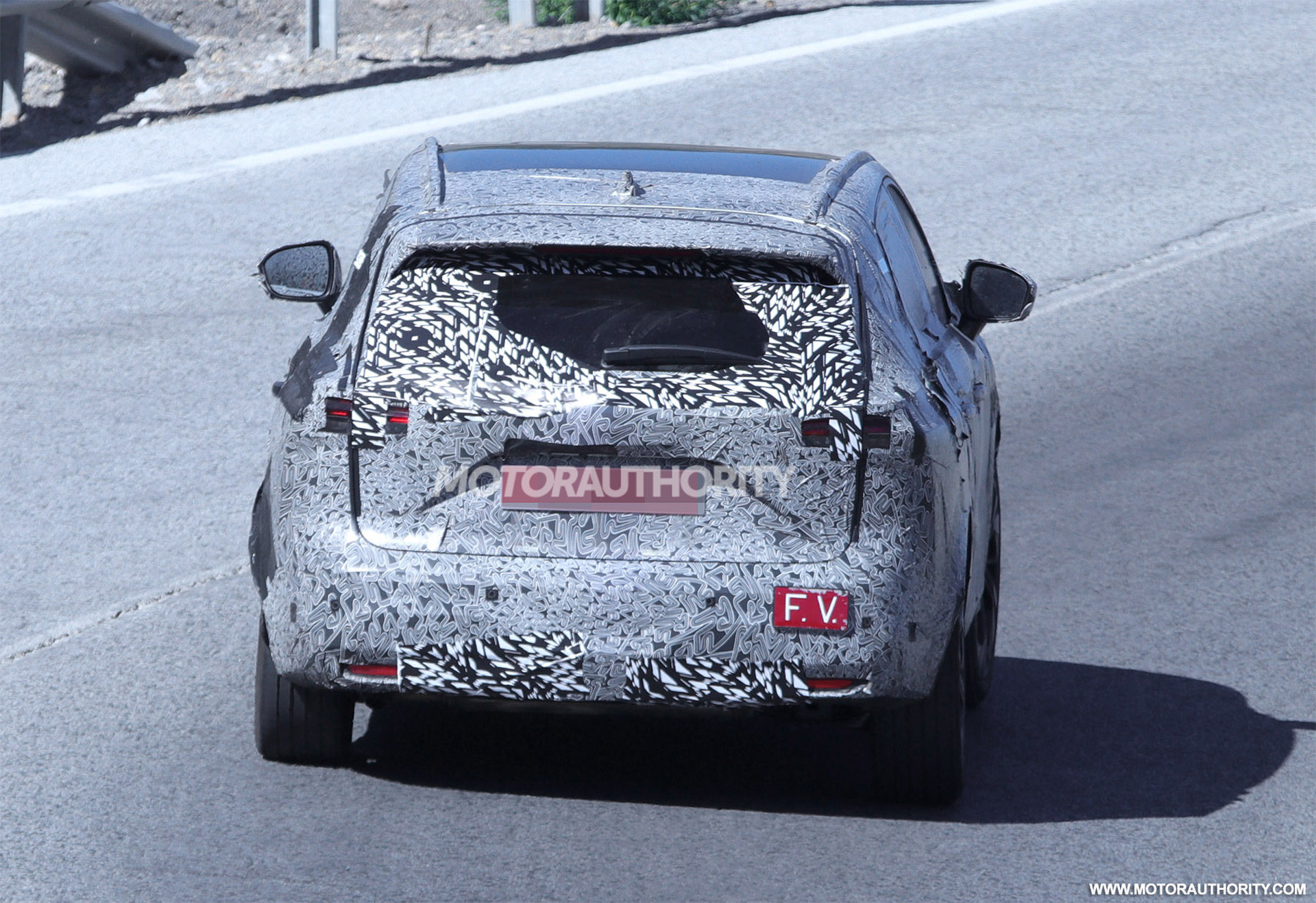 2020 - [Nissan] Qashqai III - Page 3 2022-nissan-rogue-sport-spy-shots--photo-credits-baldauf-sb-medien_100756083_h