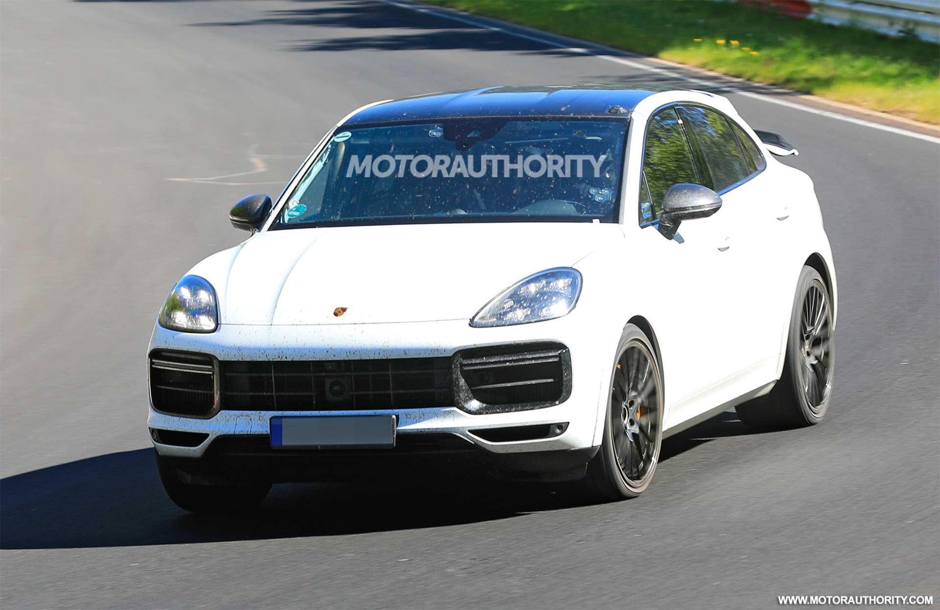 3 Porsche Cayenne GTS Coupe spy shots and video
