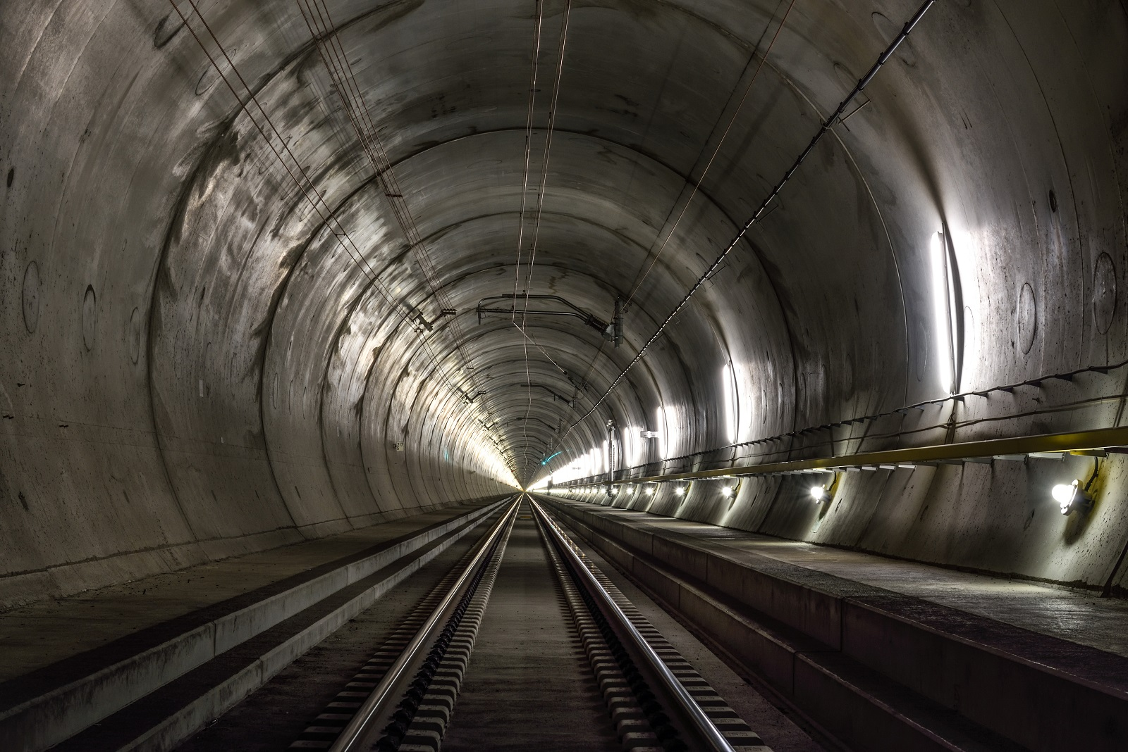 miles  swiss tunnel   worlds longest