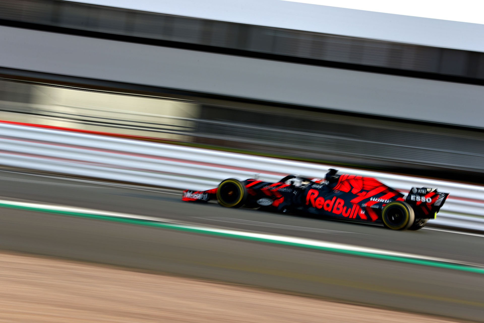 2019 Red Bull Racing F1 car revealed, fires up Honda engine at