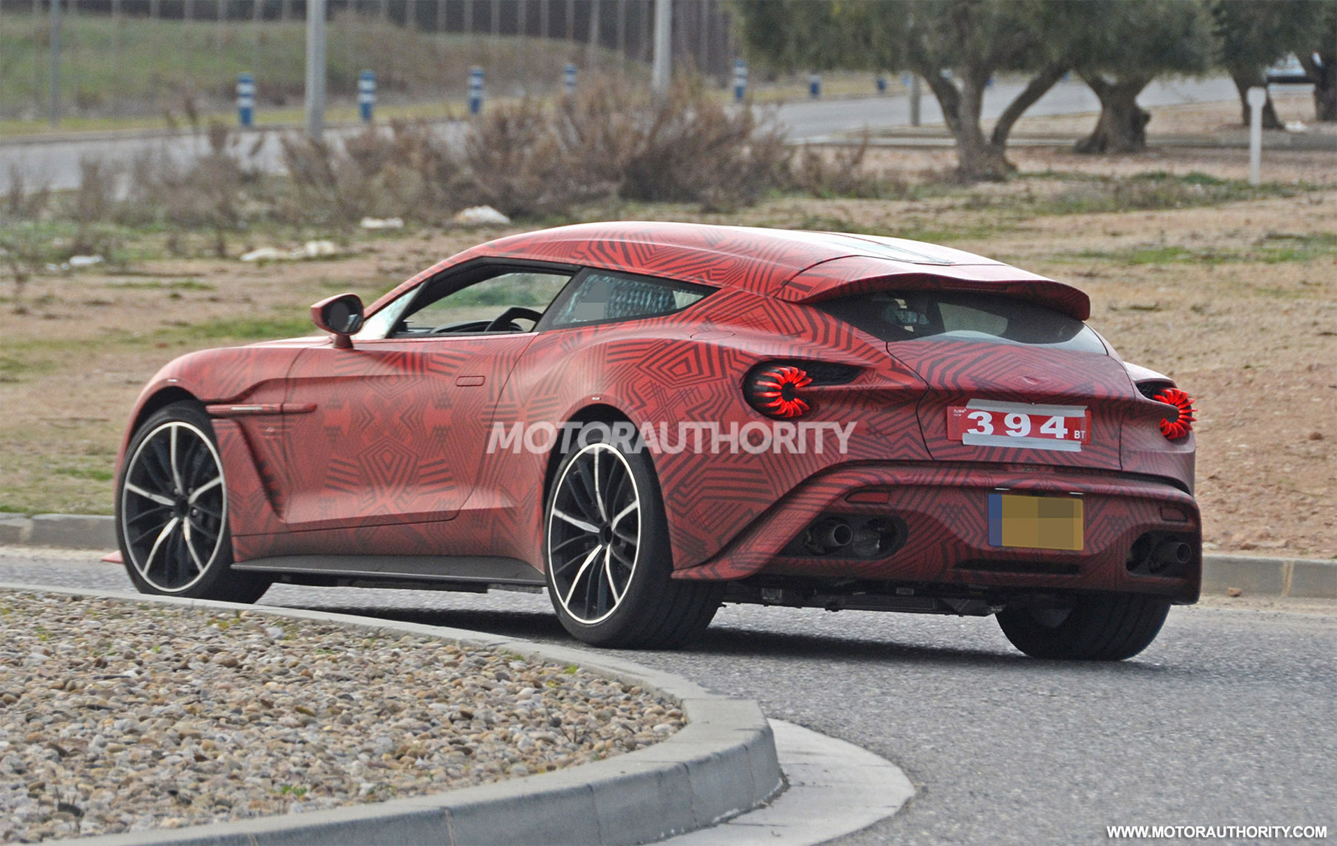 2012 - [Aston Martin] Vanquish [310] - Page 11 Aston-martin-vanquish-zagato-shooting-brake-spy-shots--image-via-s-baldauf-sb-medien_100684630_h