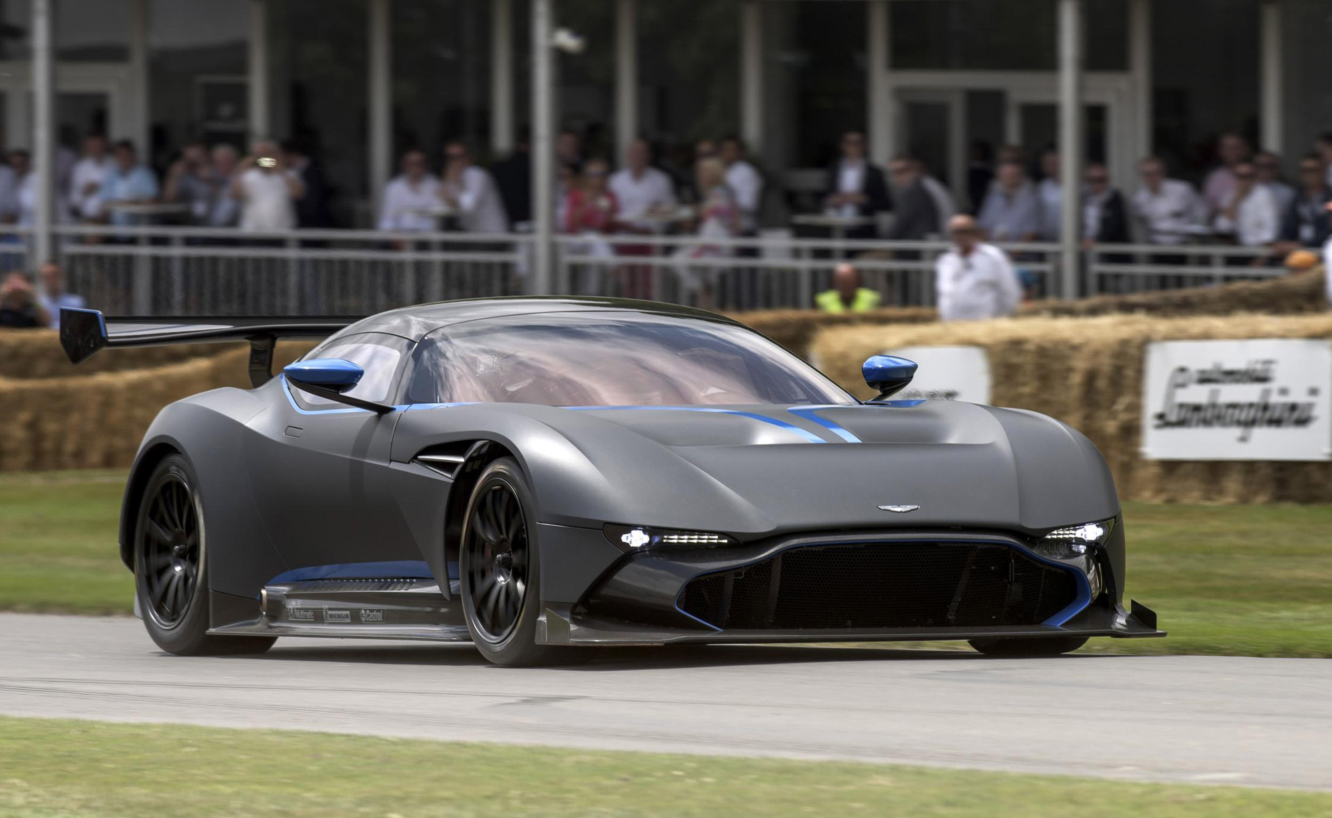 aston martin vulcan makes dynamic debut at 2015 goodwood festival