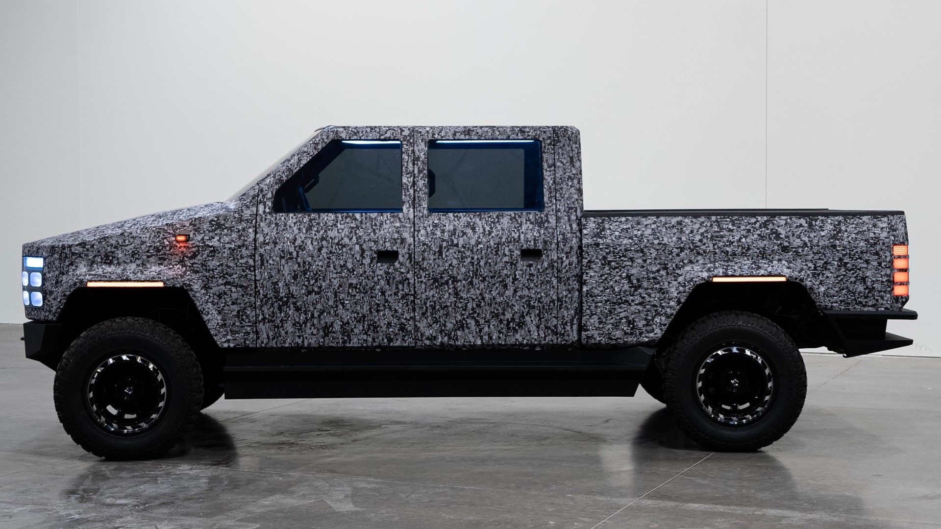 Crowdfunded Atlis shows electric pickup prototype, again claims 500 miles and 15-minute charge