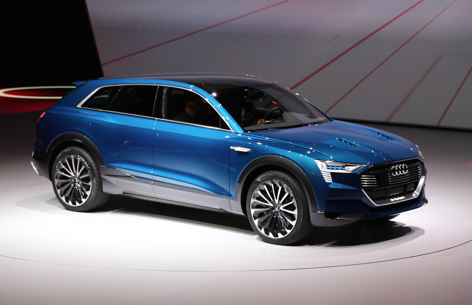 audi e tron electric car to offer 150 kw quick charging sites