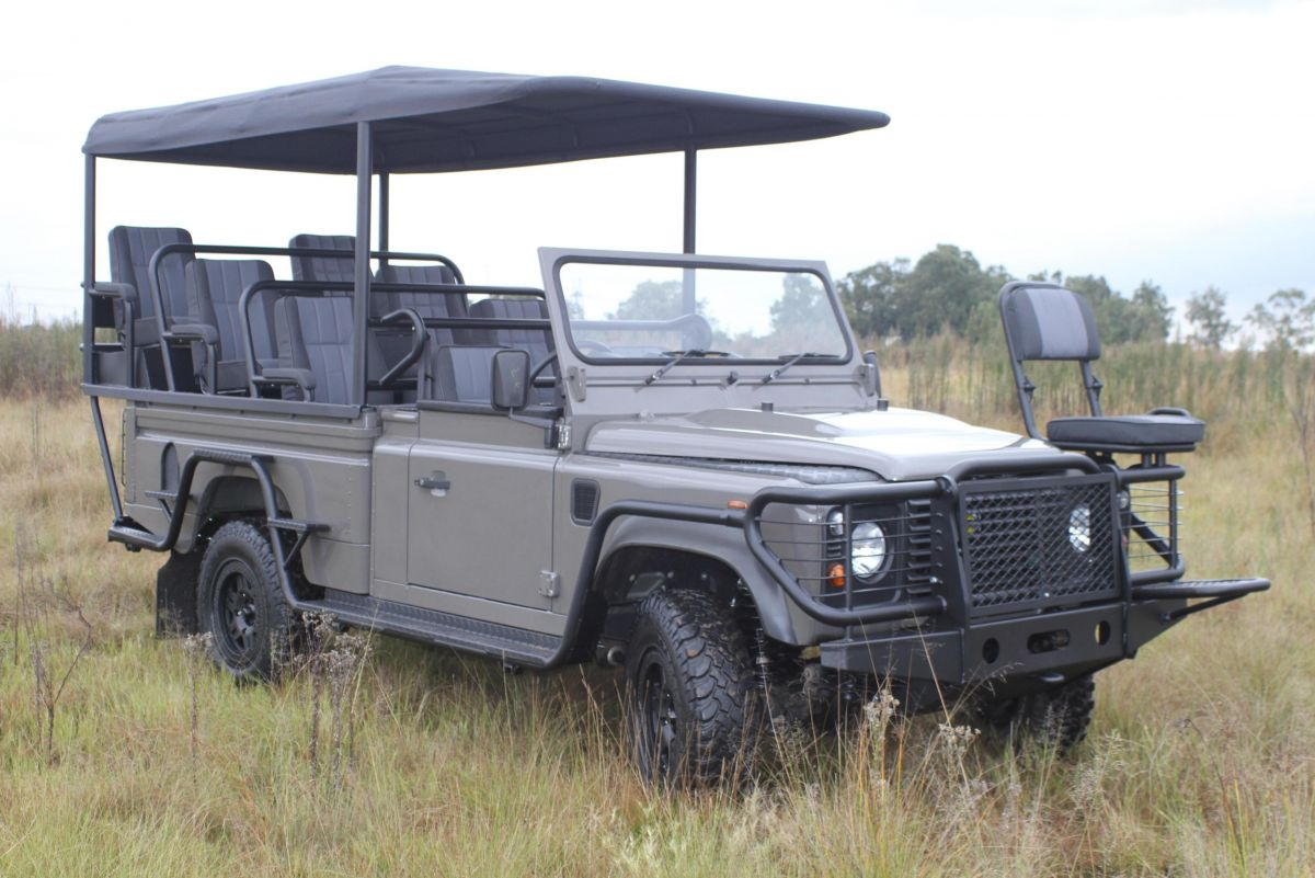 d37855fdc0f Land Rover Greens Up Savannah Safaris With All-Electric Defender