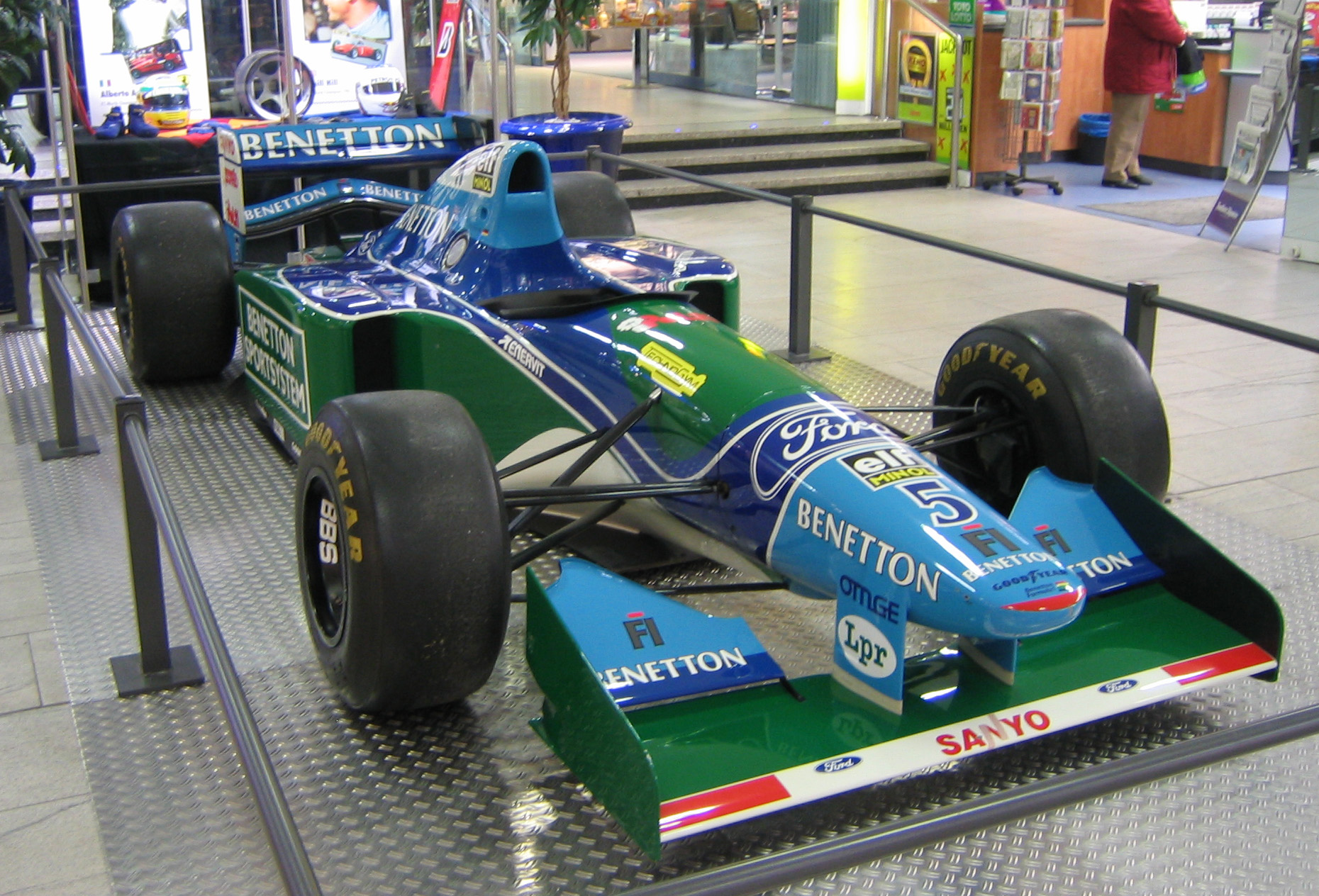 was michael schumacher 39 s title winning 39 94 formula 1 car. Black Bedroom Furniture Sets. Home Design Ideas